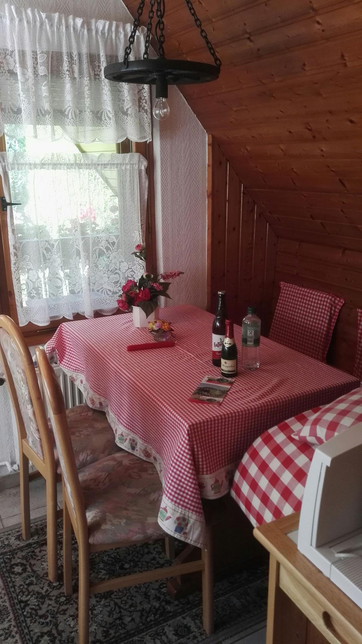 Die Sitzecke in der Küche des Ferienhauses.