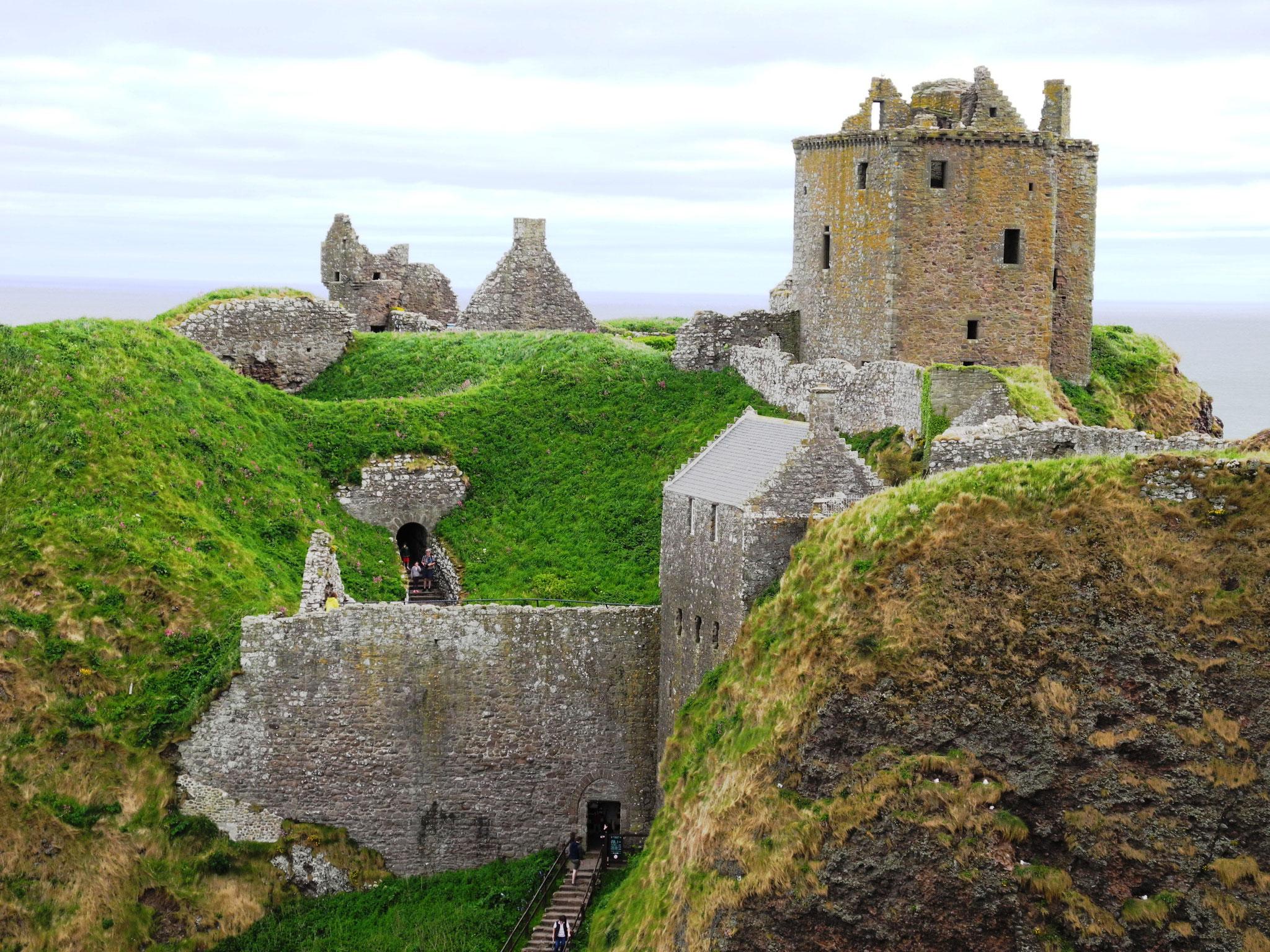 Und besuchen endlich mal das sagenumwobene Dunottar Castle