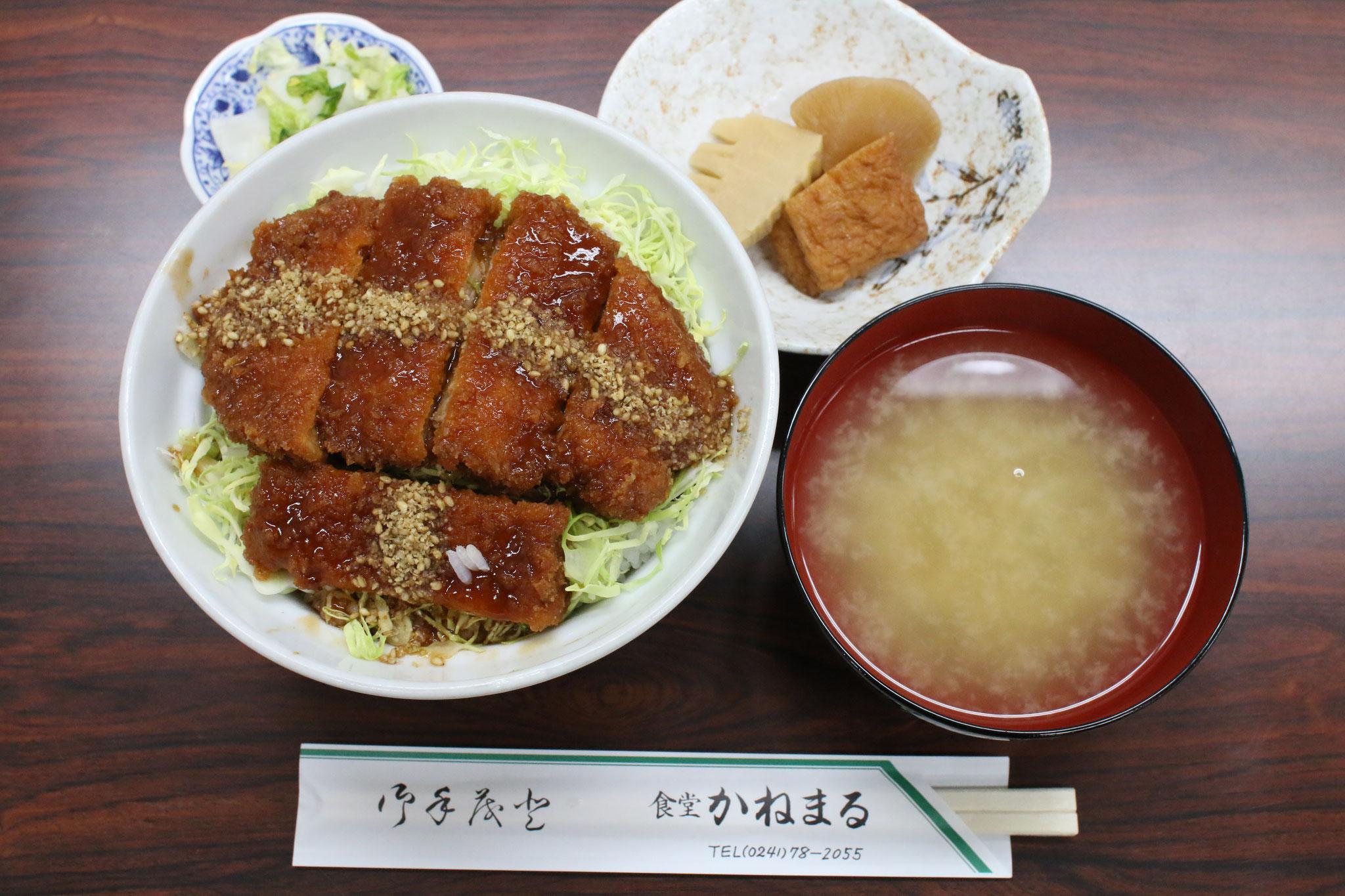 ソースカツ丼 930円(税込)