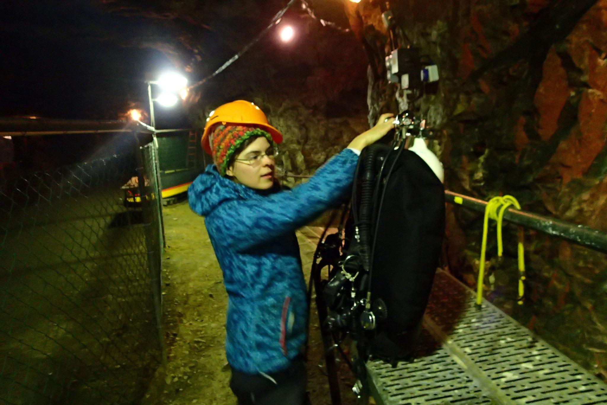 Ausrüstung vorbereiten im Bergwerk Miltitz