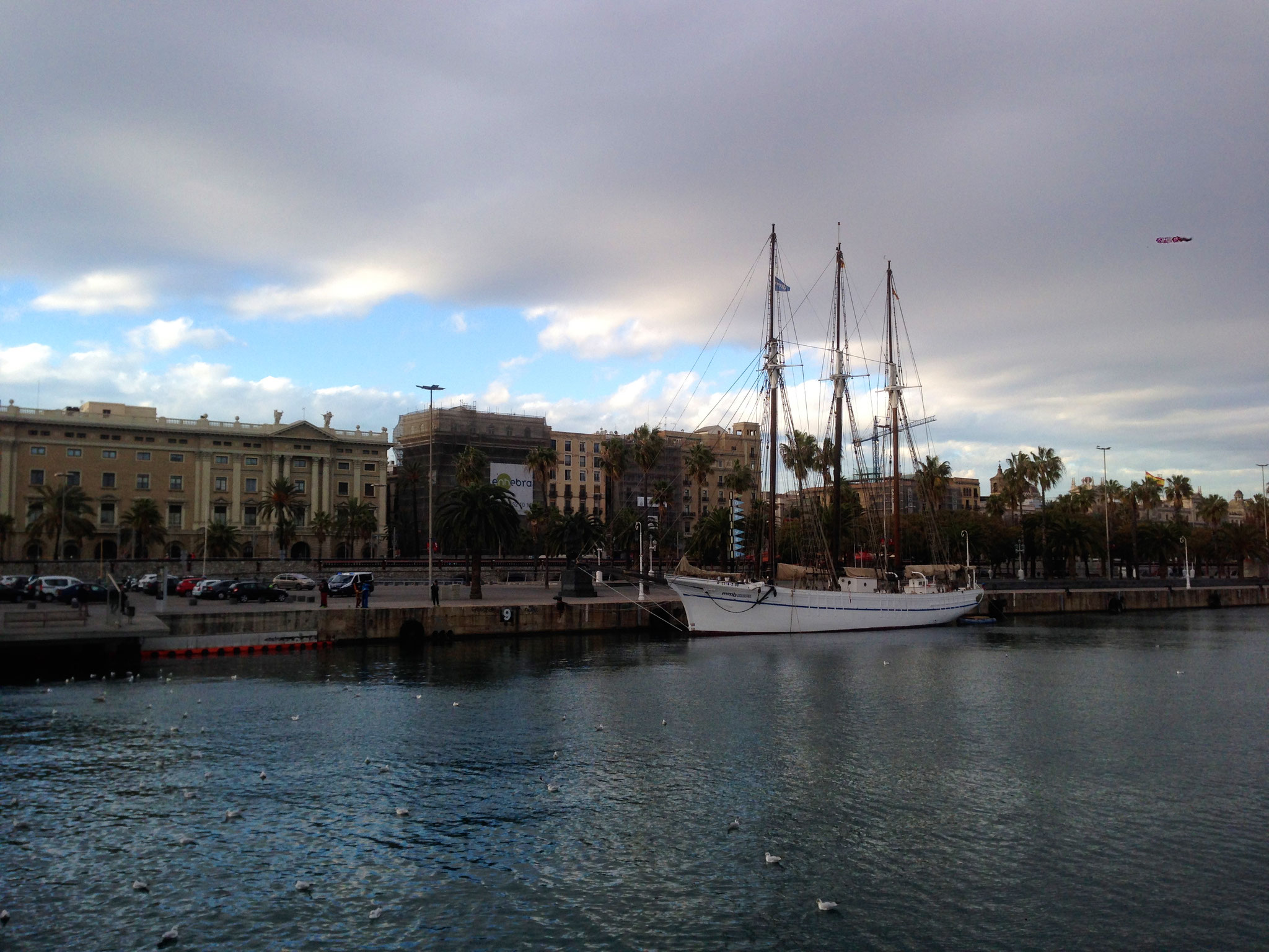 Ob mit Reisemobil, Allrad-Reisemobil oder gar Expeditionsmobil ... Barcelona ist eine schöne Stadt, die zum Spazieren einläd
