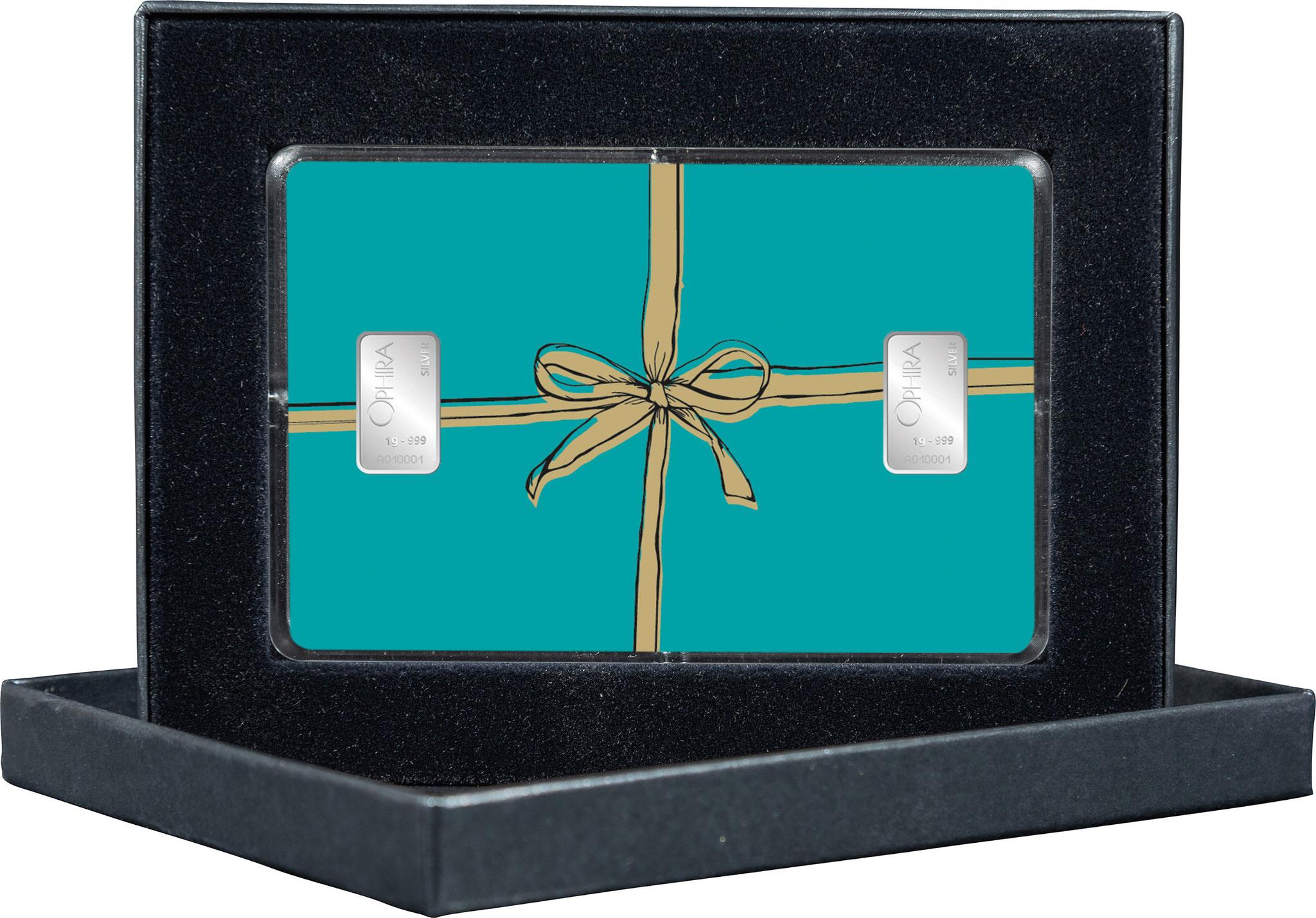 Geschenkbarren Geschenk mit goldener Schleife und zwei Silberbarren