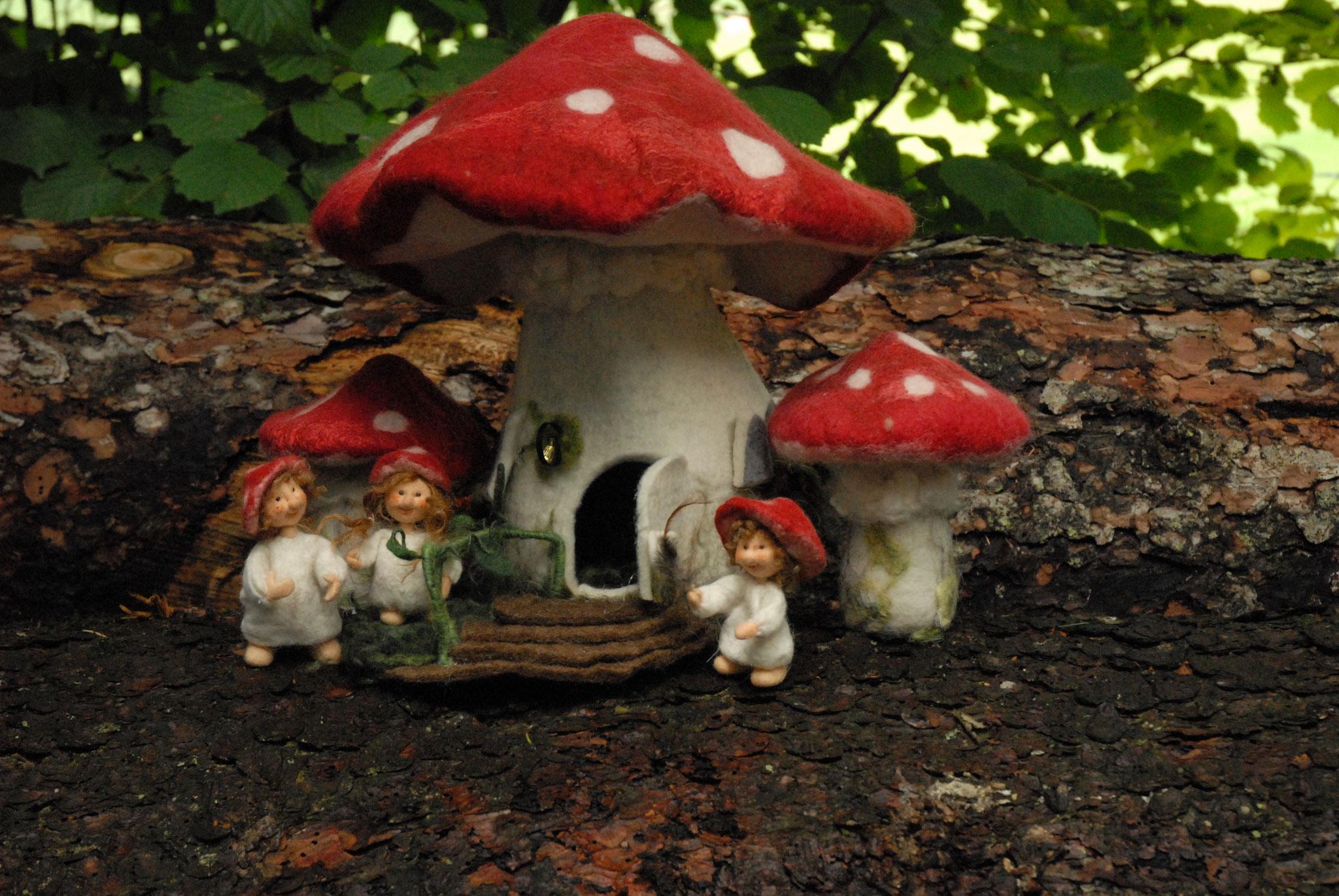 Pilzhaus Gross, ca. 30 cm Nr.2 (Ohne Figuren und kleine Pilze) Treppe inkl.