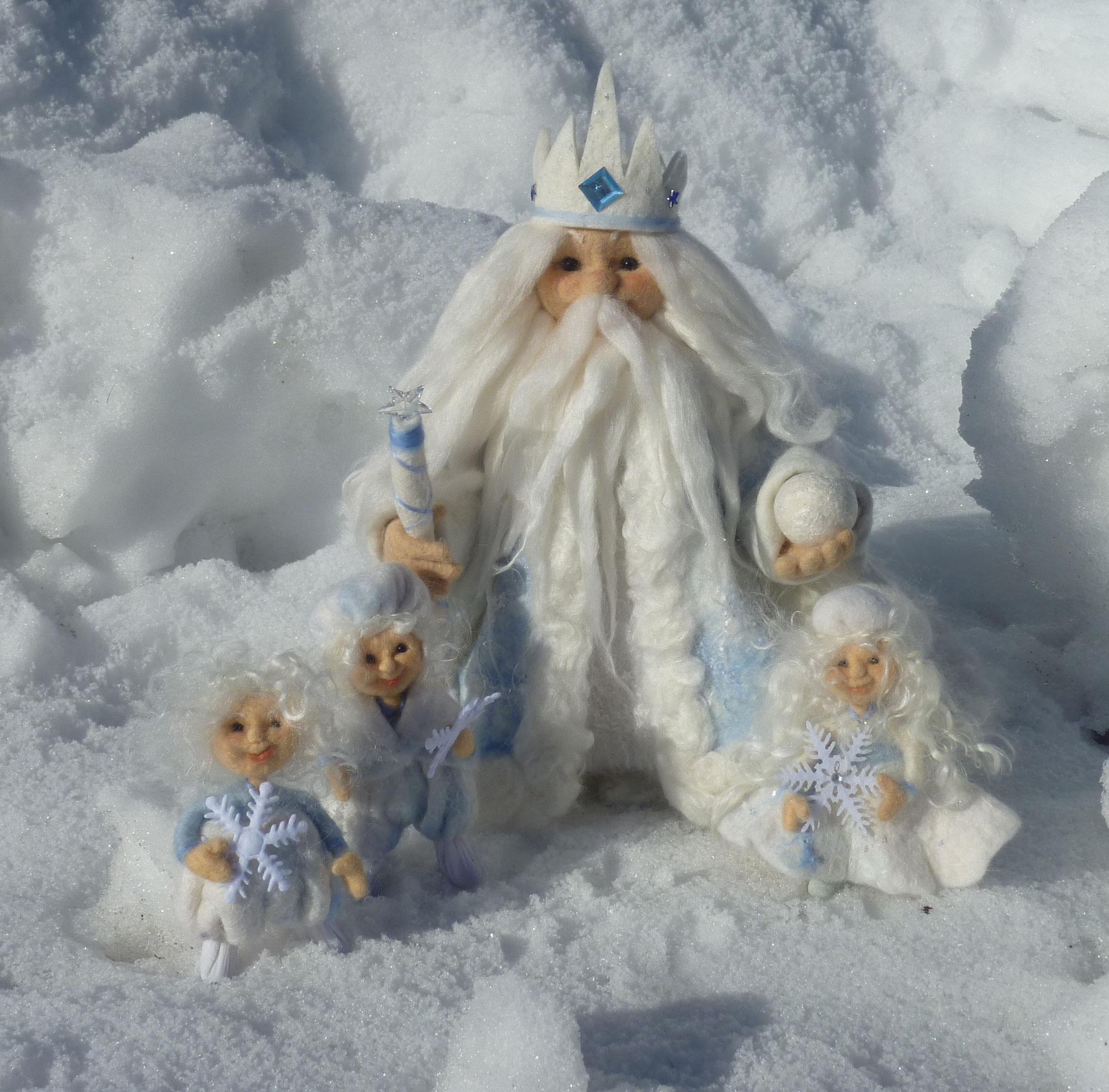 König Winter mitSchneeflockenfamilie