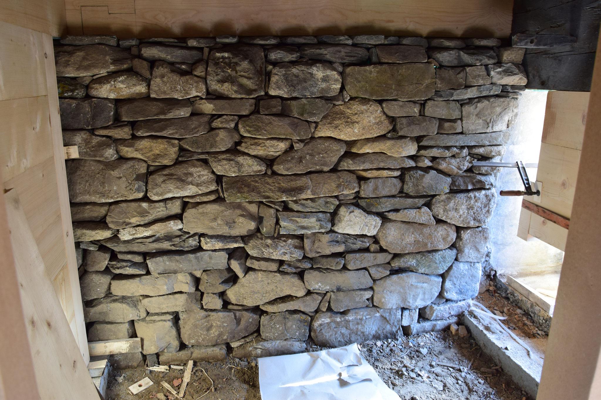 Fertige Trockensteinmauer