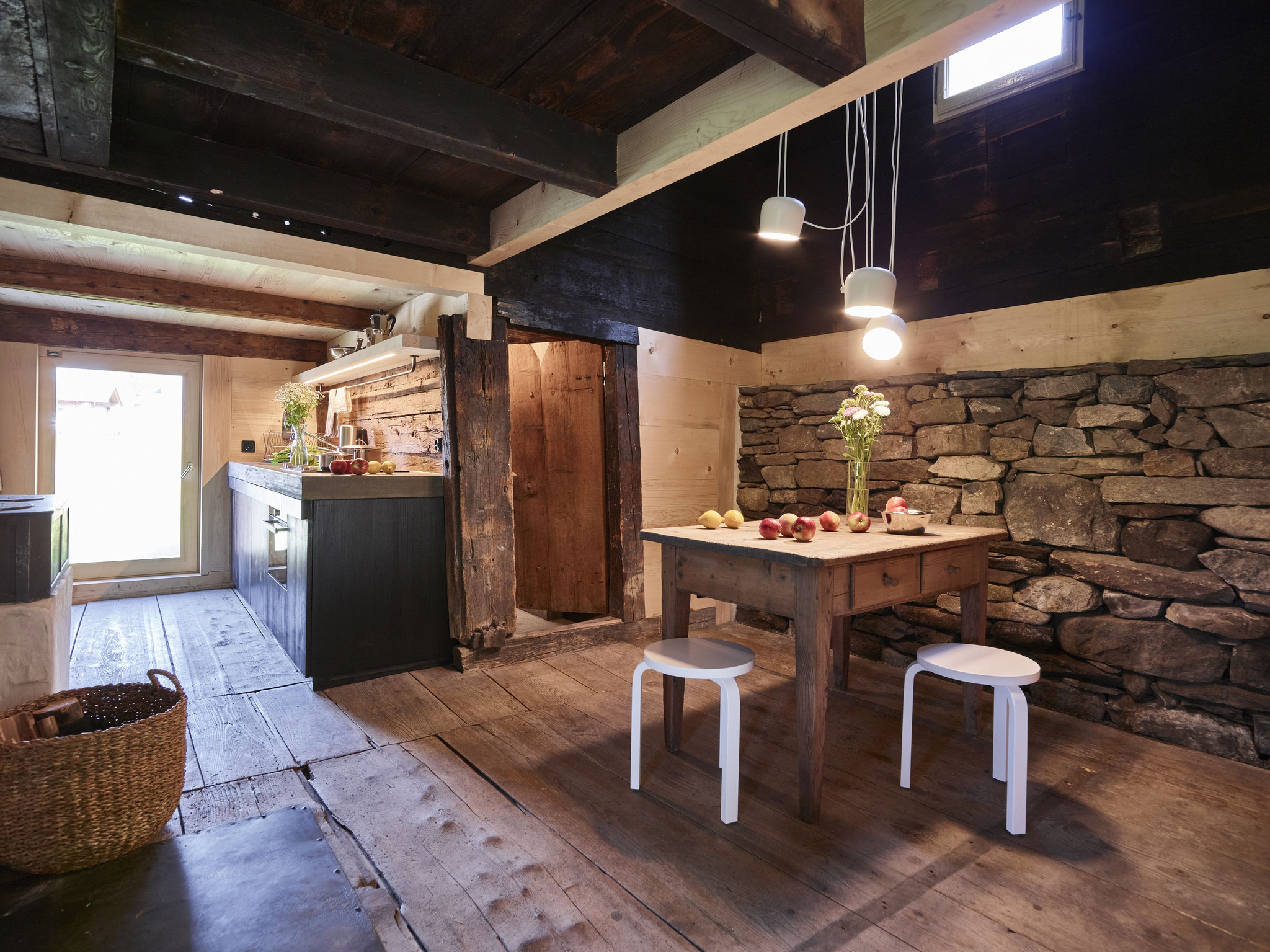 Offene Küche inkl. Trockensteinmauer (Ferien im Baudenkmal © Gataric Fotografie)