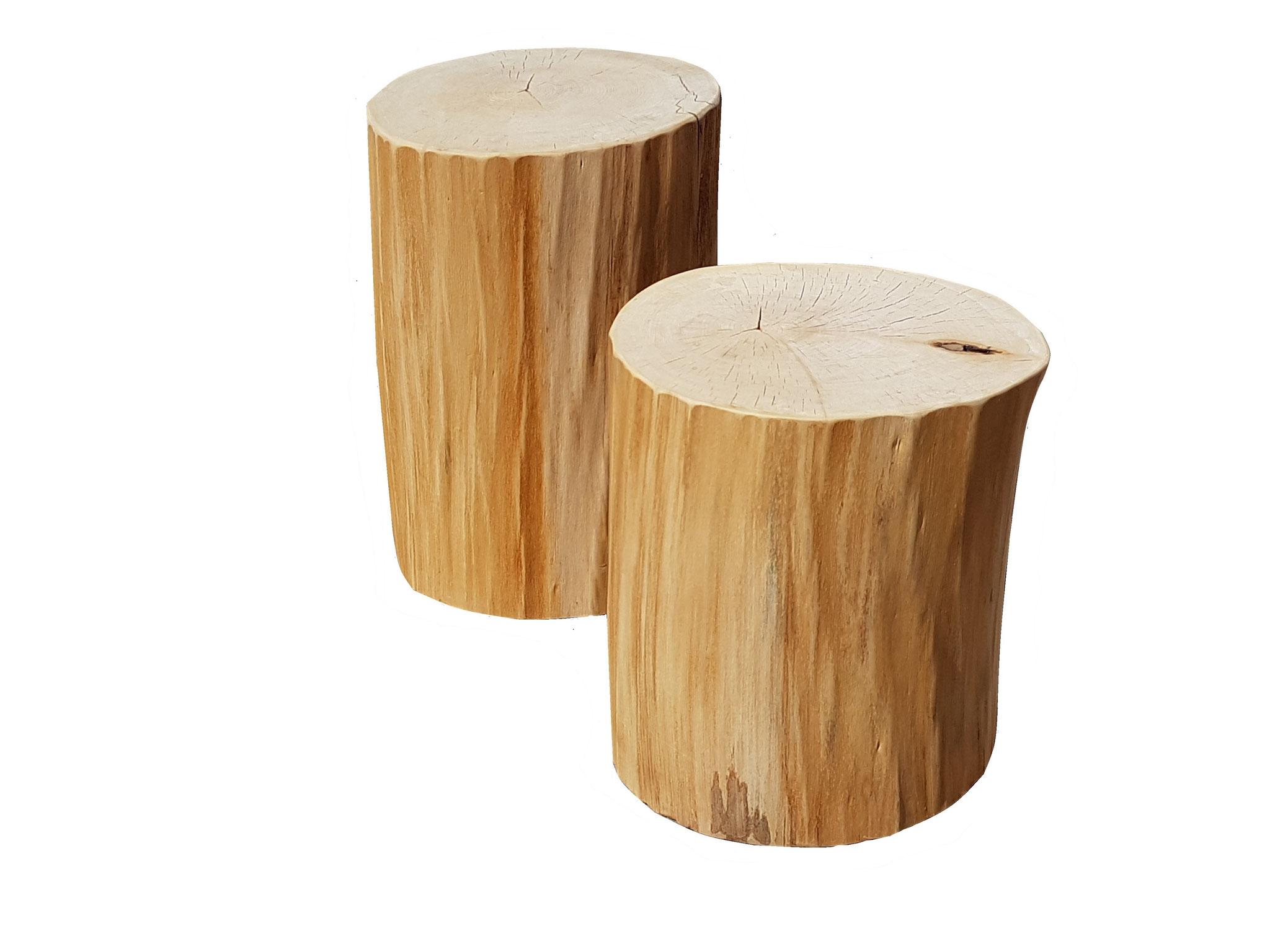 Holzstehlen, Hocker aus Baumstämmen