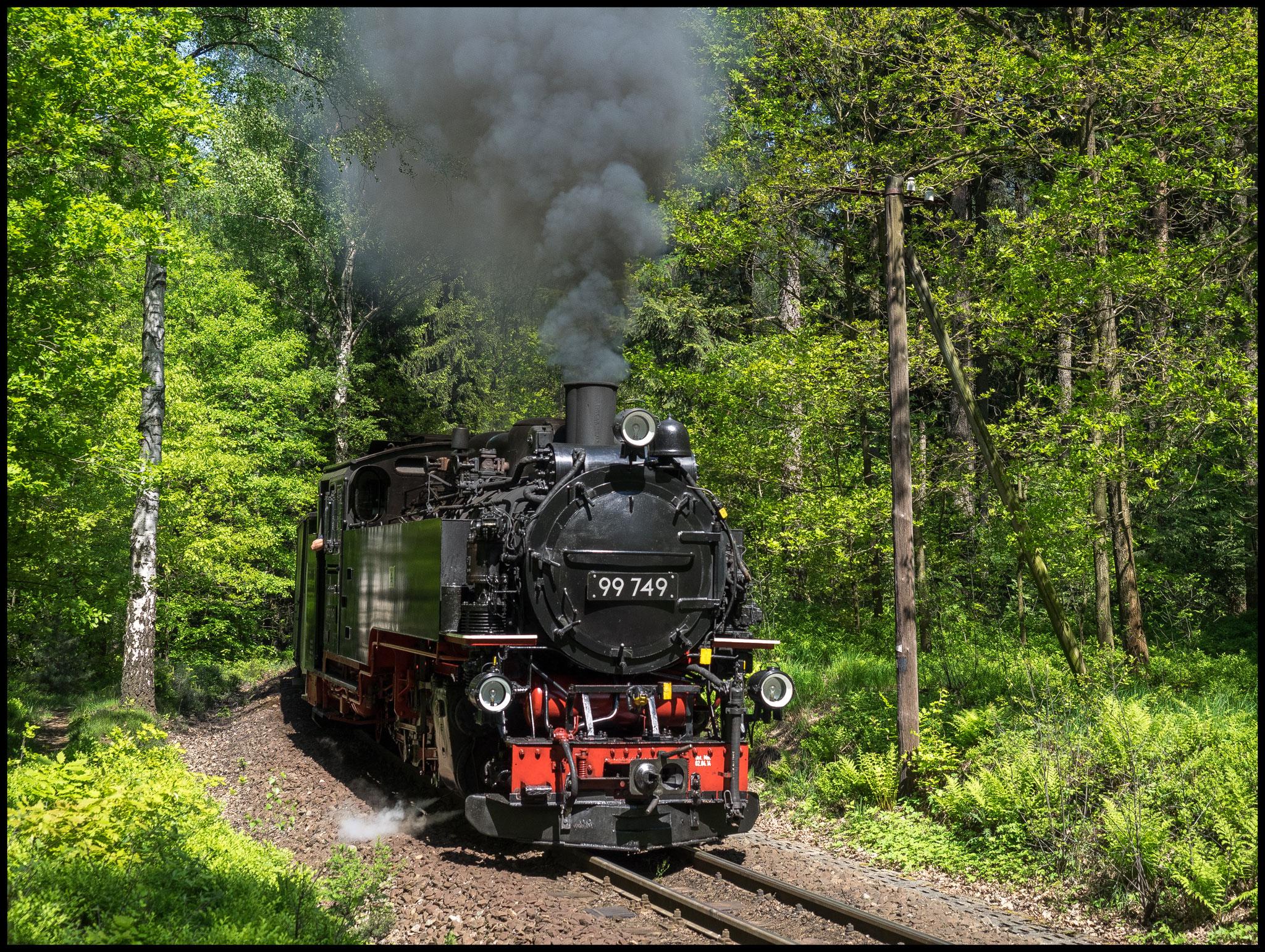 99 749 erklimmt die Steigung nach Jonsdorf