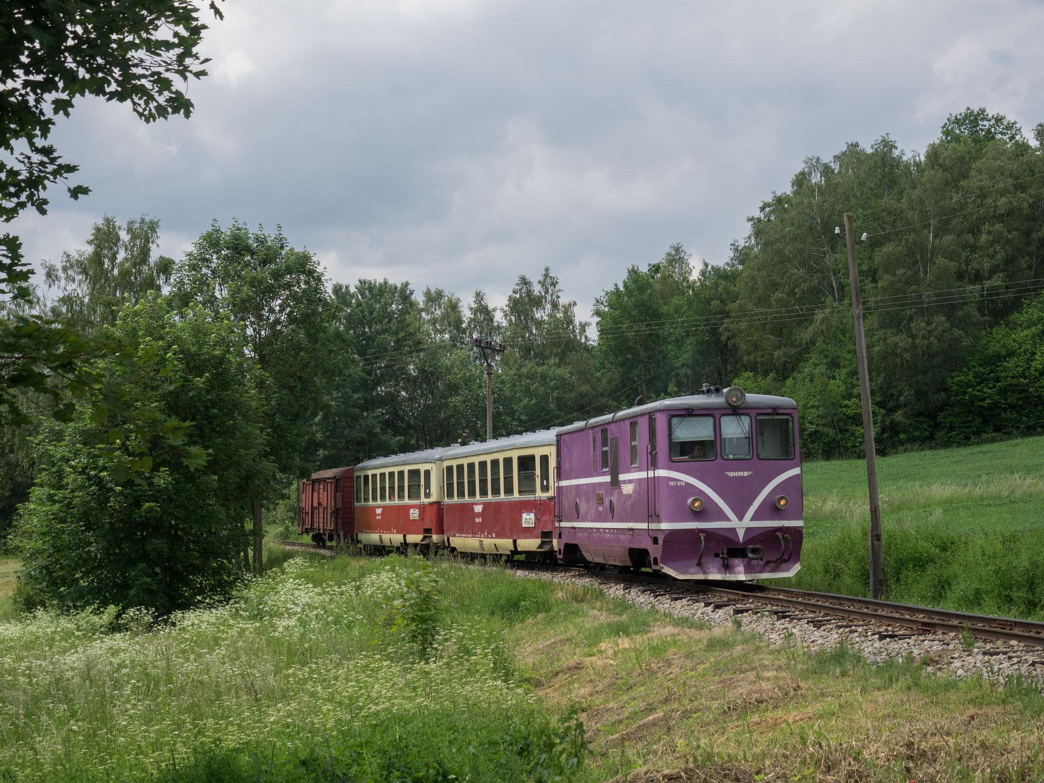 Bahnübergang vor Kunzak-Lomy
