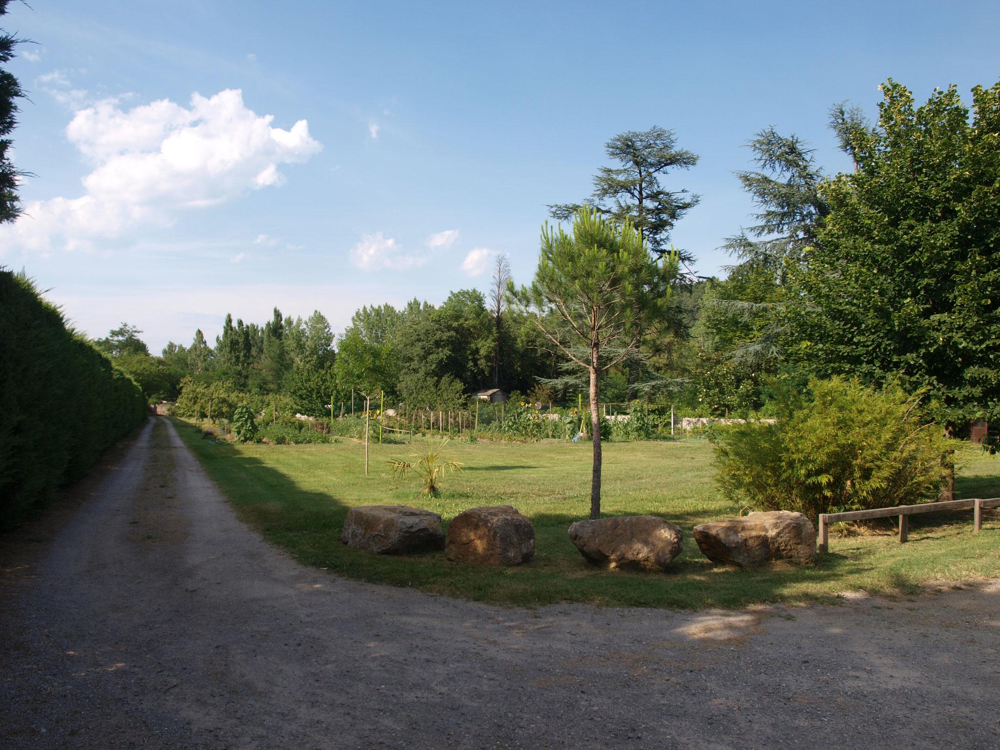 le terrain du gite entièrement clôturé