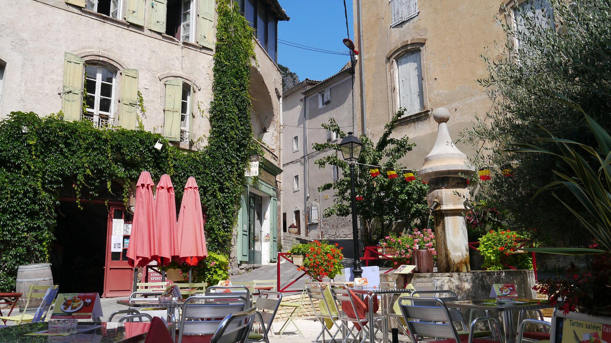 Les fontaines et ruelles d'Anduze-Gard