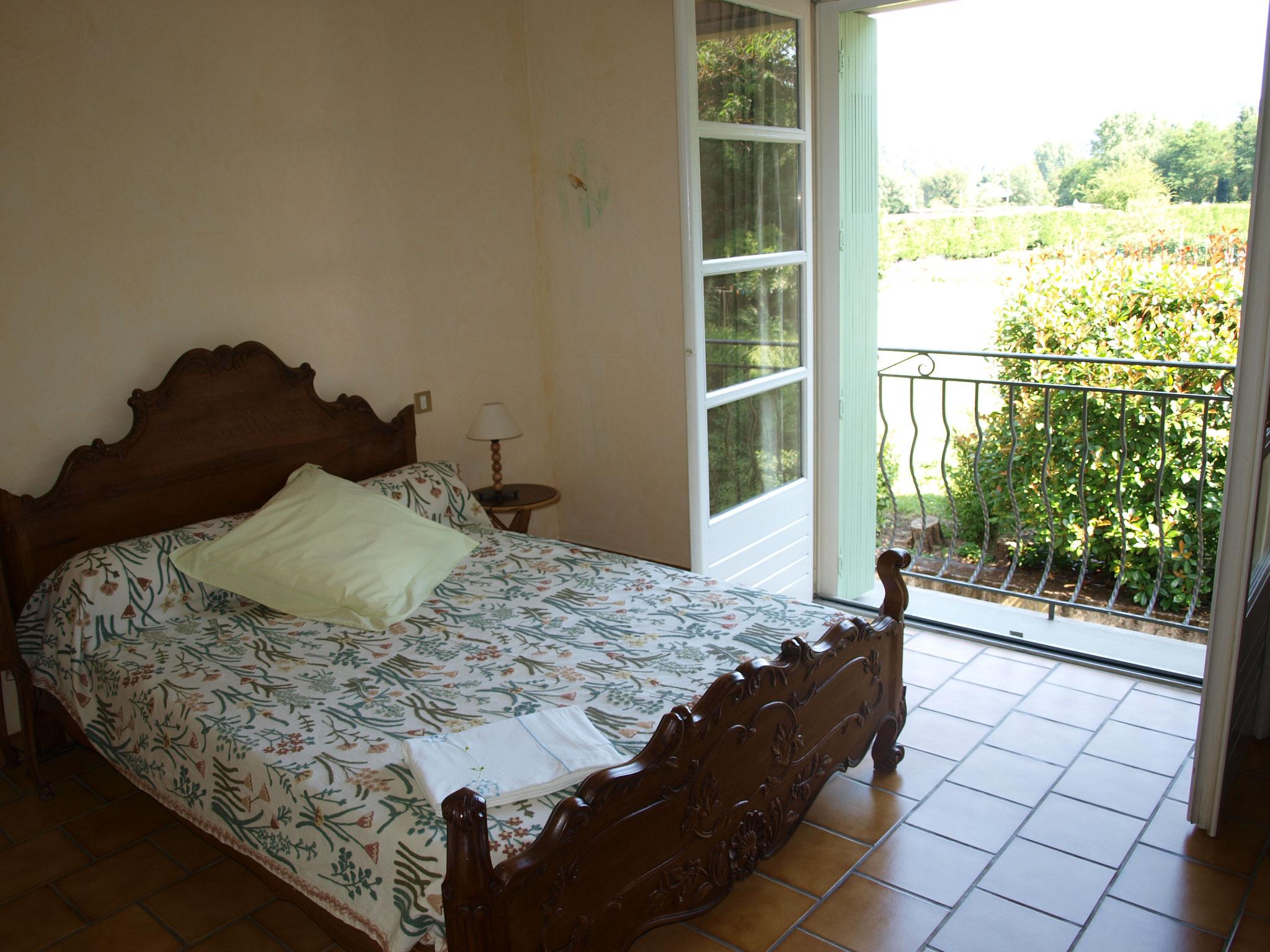 chambre côté jardin avec vue sur les Cévennes