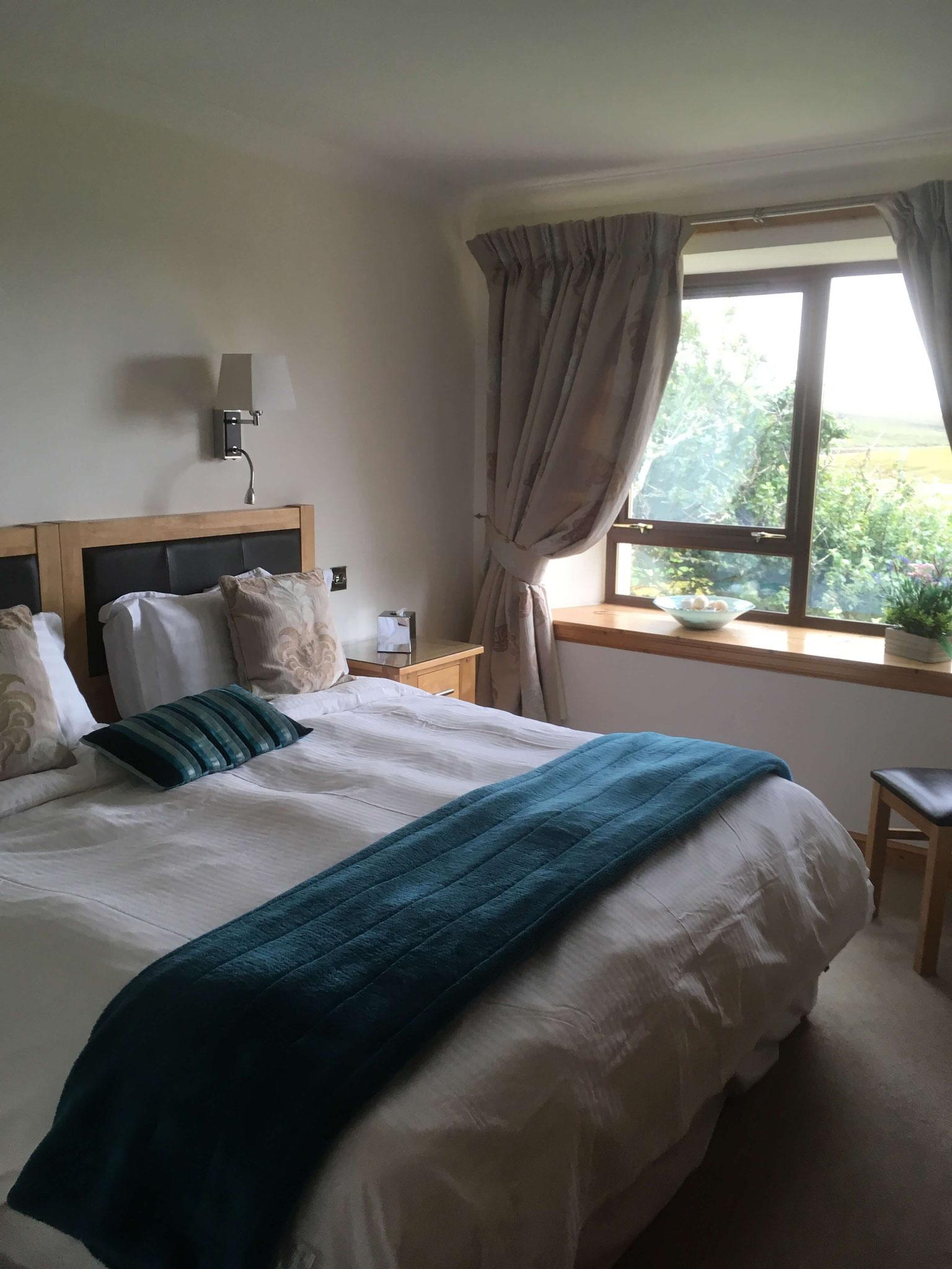 Eines der beiden Schlafzimmer in Abhainn Cottage