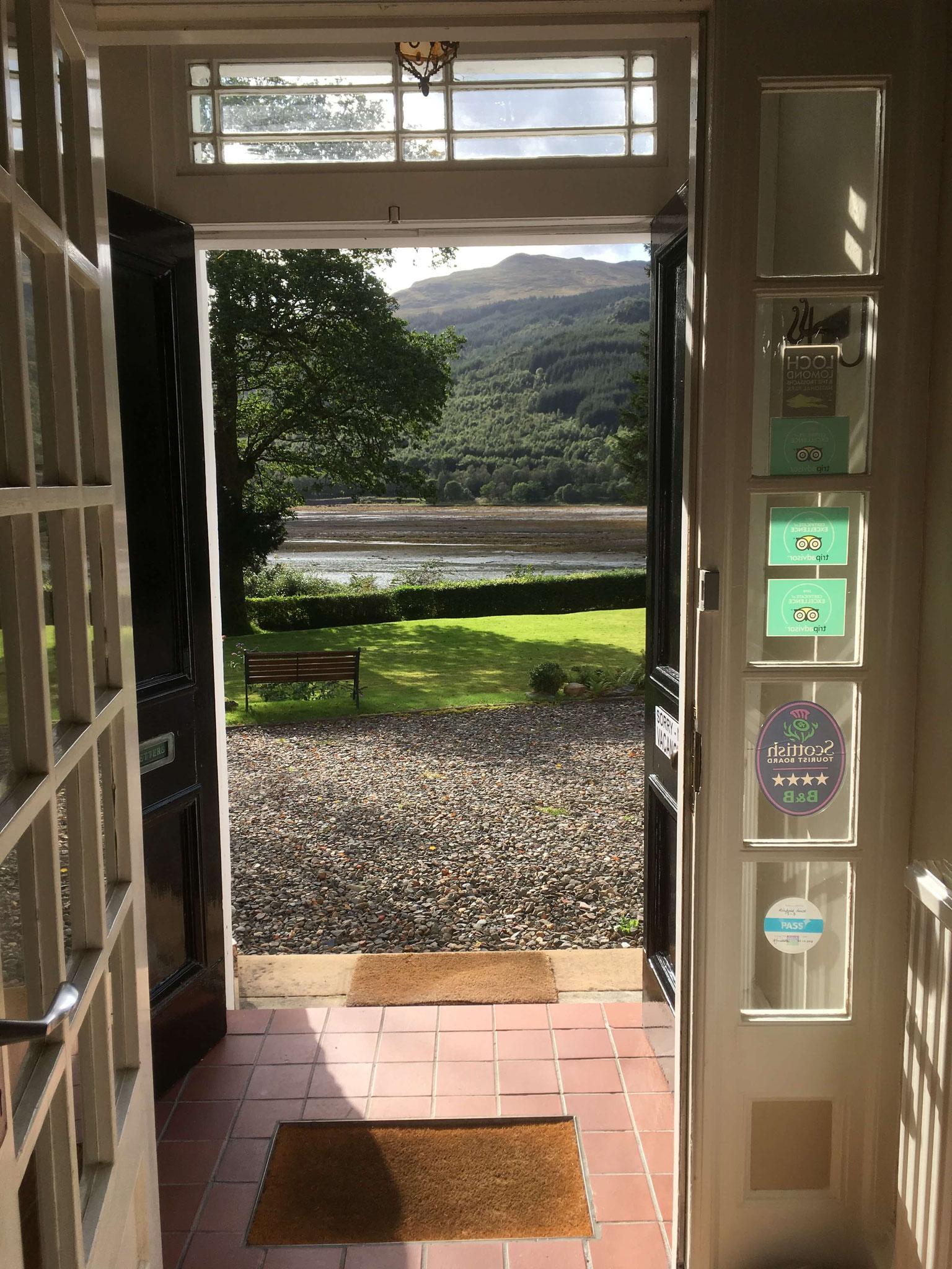 Blick aus der Haustür des Ashfield House, Arrochar