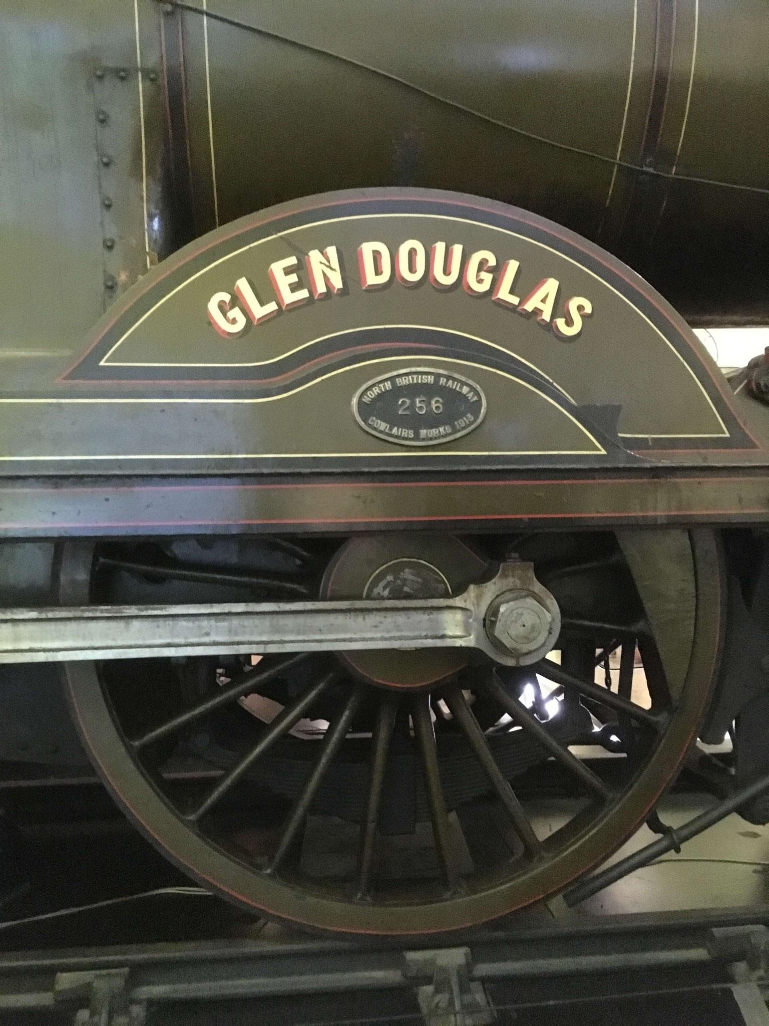 Rad eines Zuges im Riverside Museum Glasgow