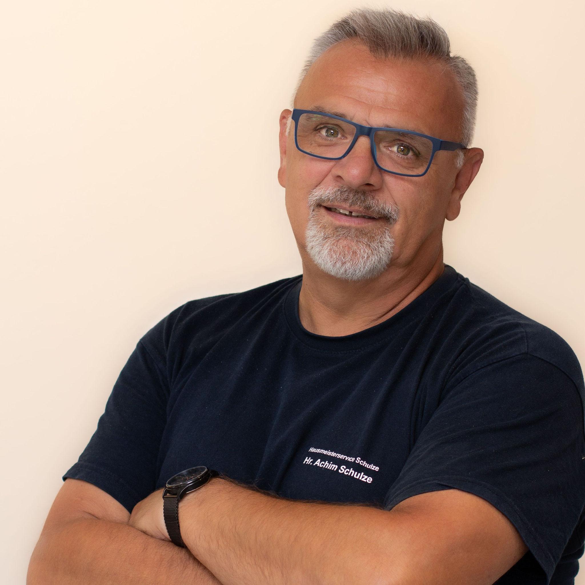 Herr Schulze - Inhaber/Büroleitung/Teamleitung