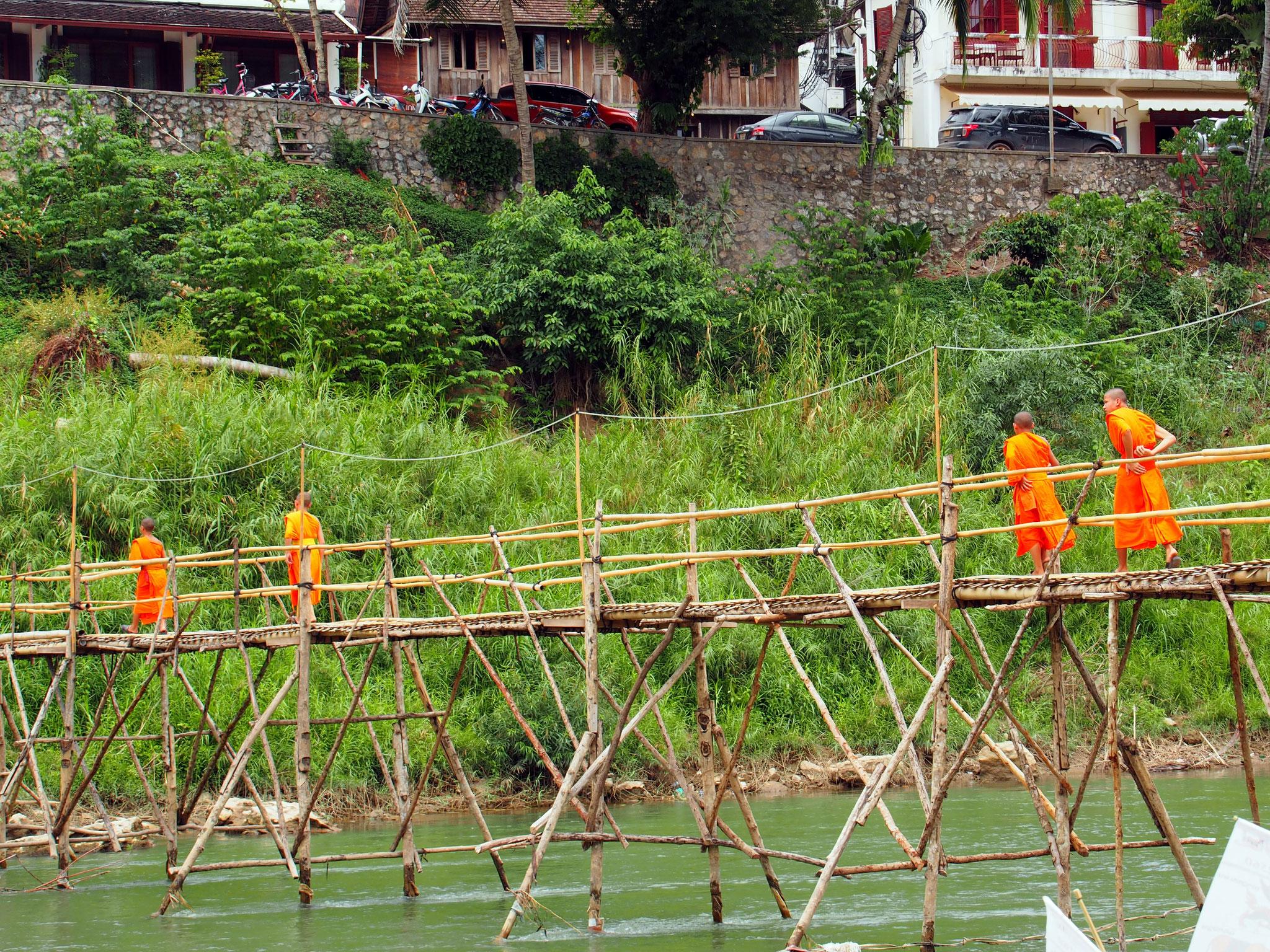 ... sondern auch Mönche nutzten die Abkürzung zu den zahlreichen Wats