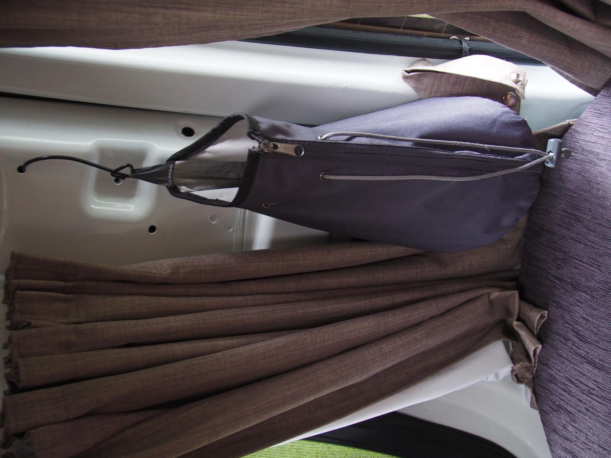 Aufgehängt - Taschen mit Haken lassen sich gut anbringen