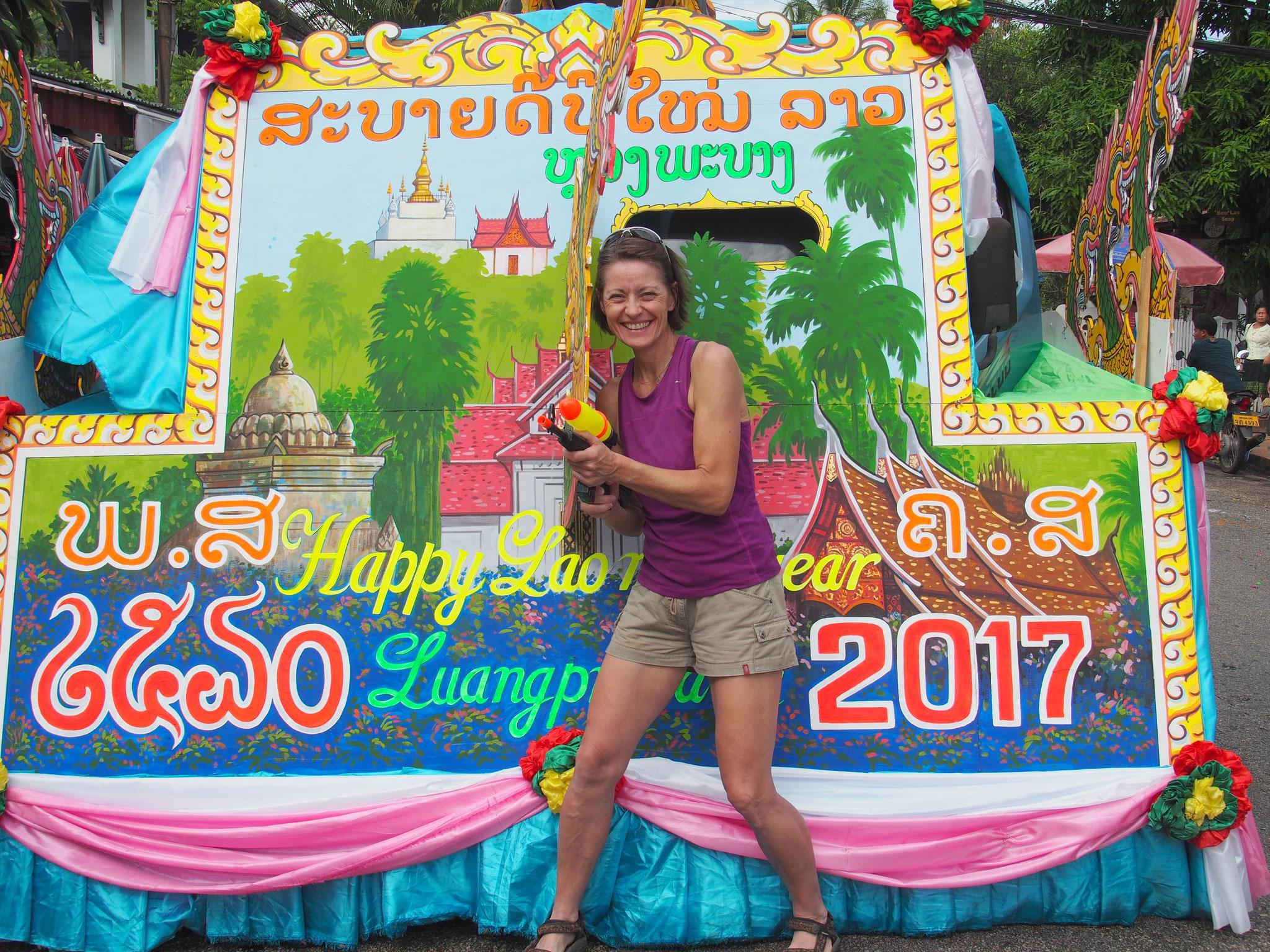 Nasse Agelegenheit - Wir feiern das buddhistische Jahr 2560 ...