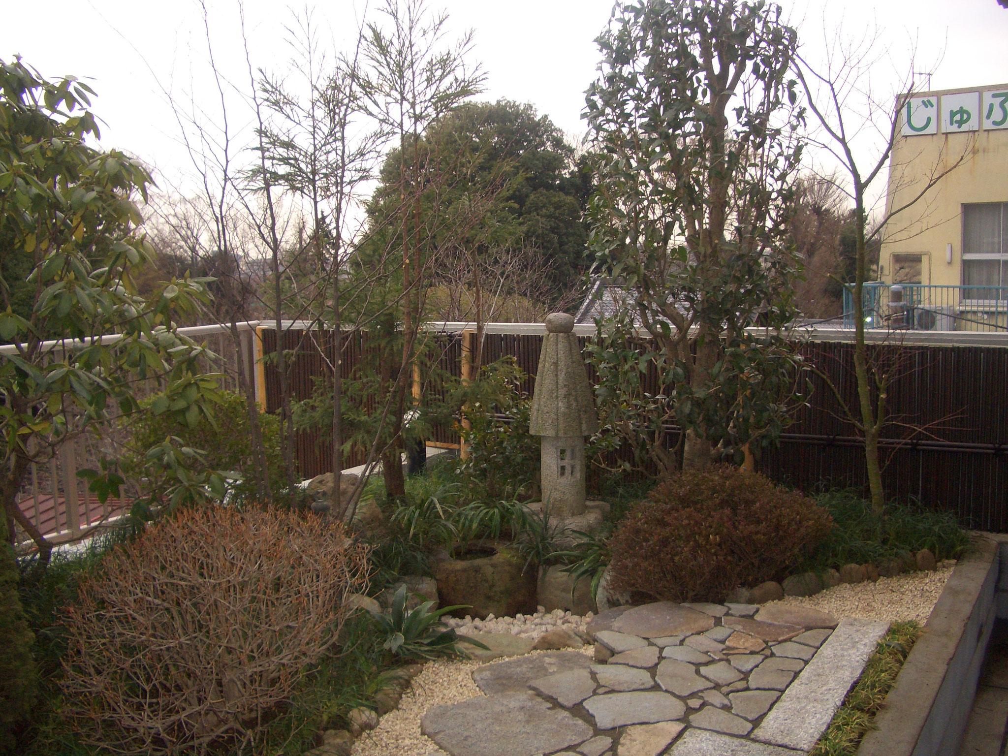 マンション4Fの屋上庭園