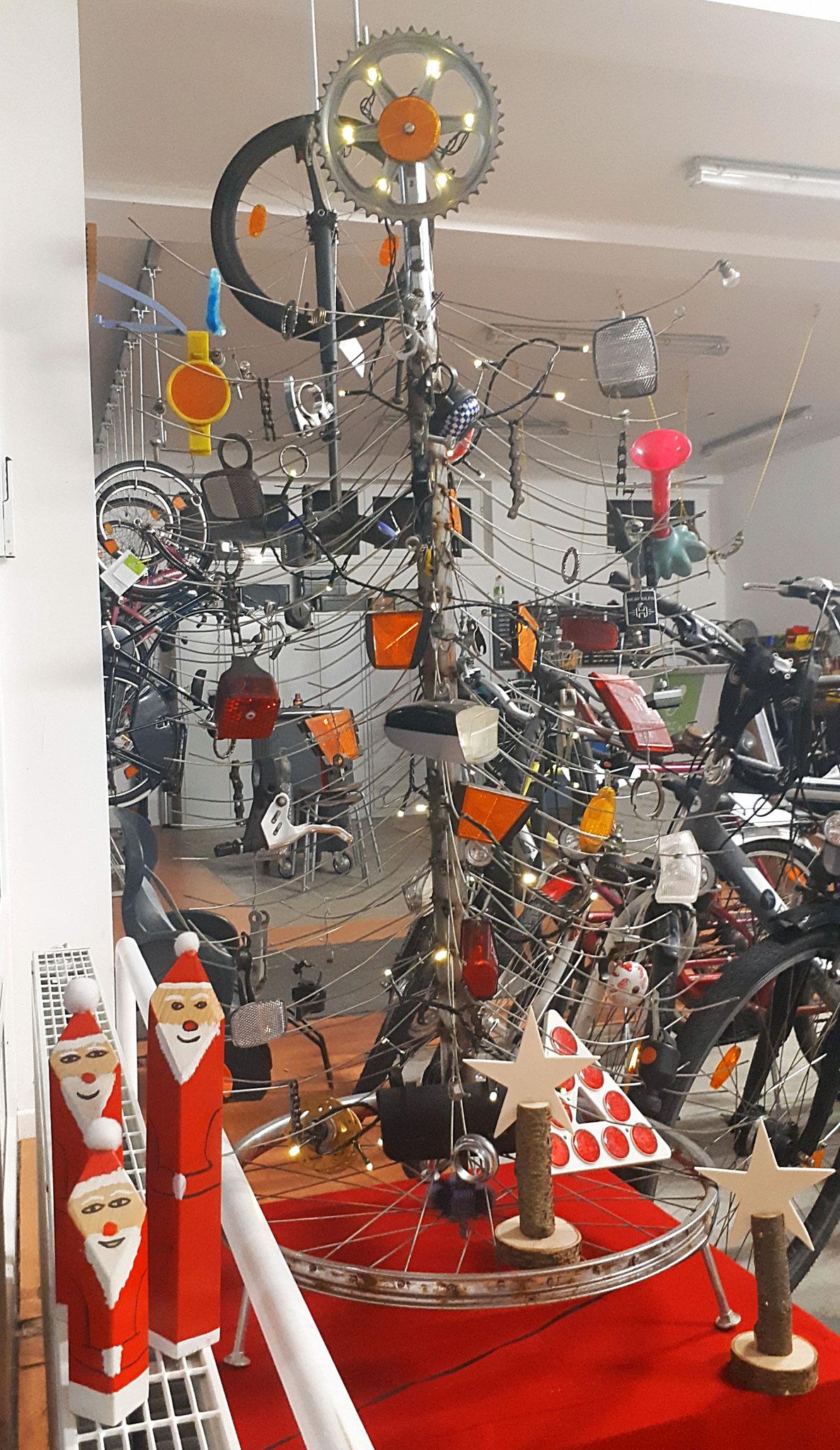 Der traditionelle Fahrradteiletannenbaum.