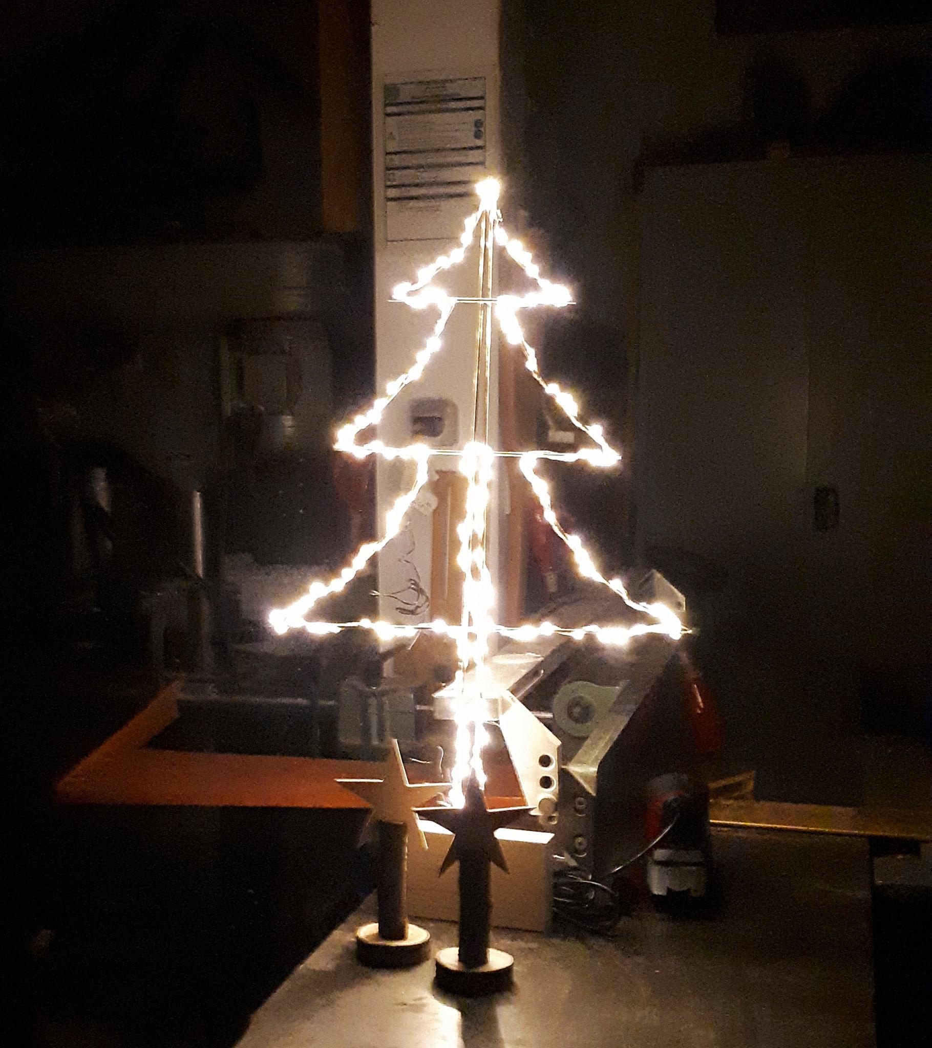 Leuchtprobe bestanden - unser neuer Tannenbaum...