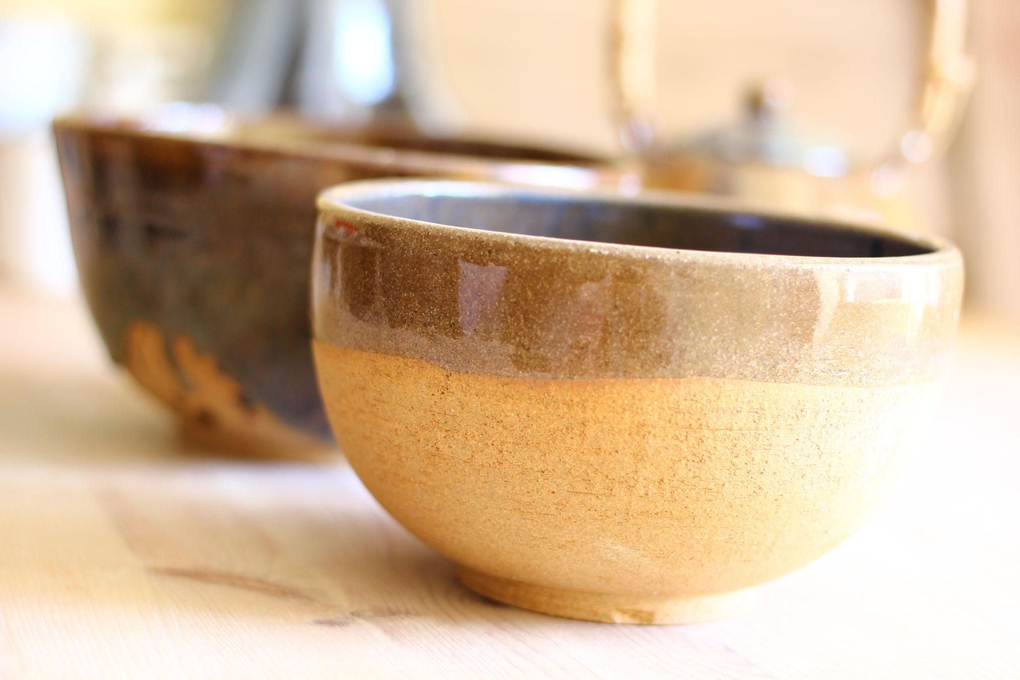saladiers en grès brun réalisés à l'atelier terra manusia