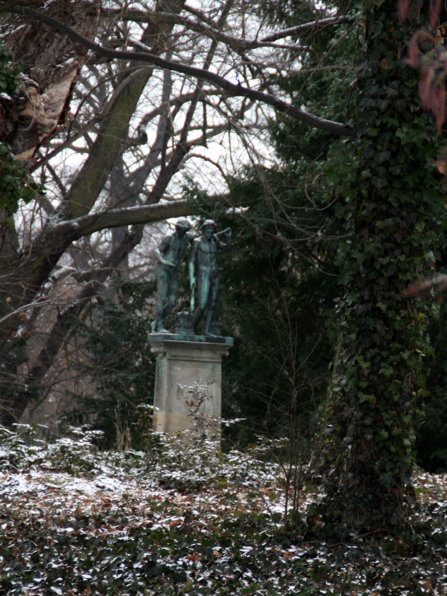 Naturpark mit Kunst. Schlosspark Charlottenburg im Winter. Foto: Helga Karl