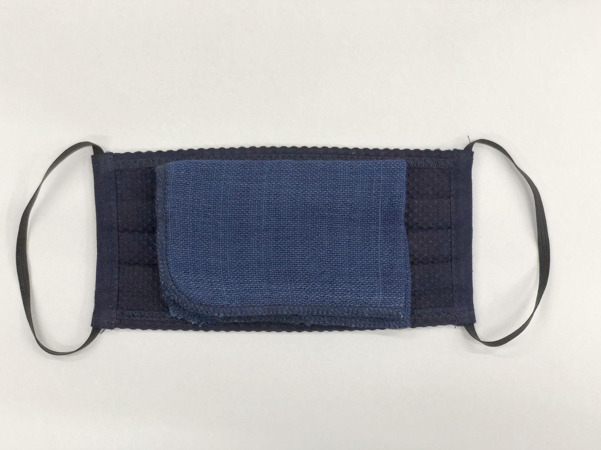 <裏> 当て布は呼吸しやすいソフト織り 大判サイズで自由な大きさにたためます。