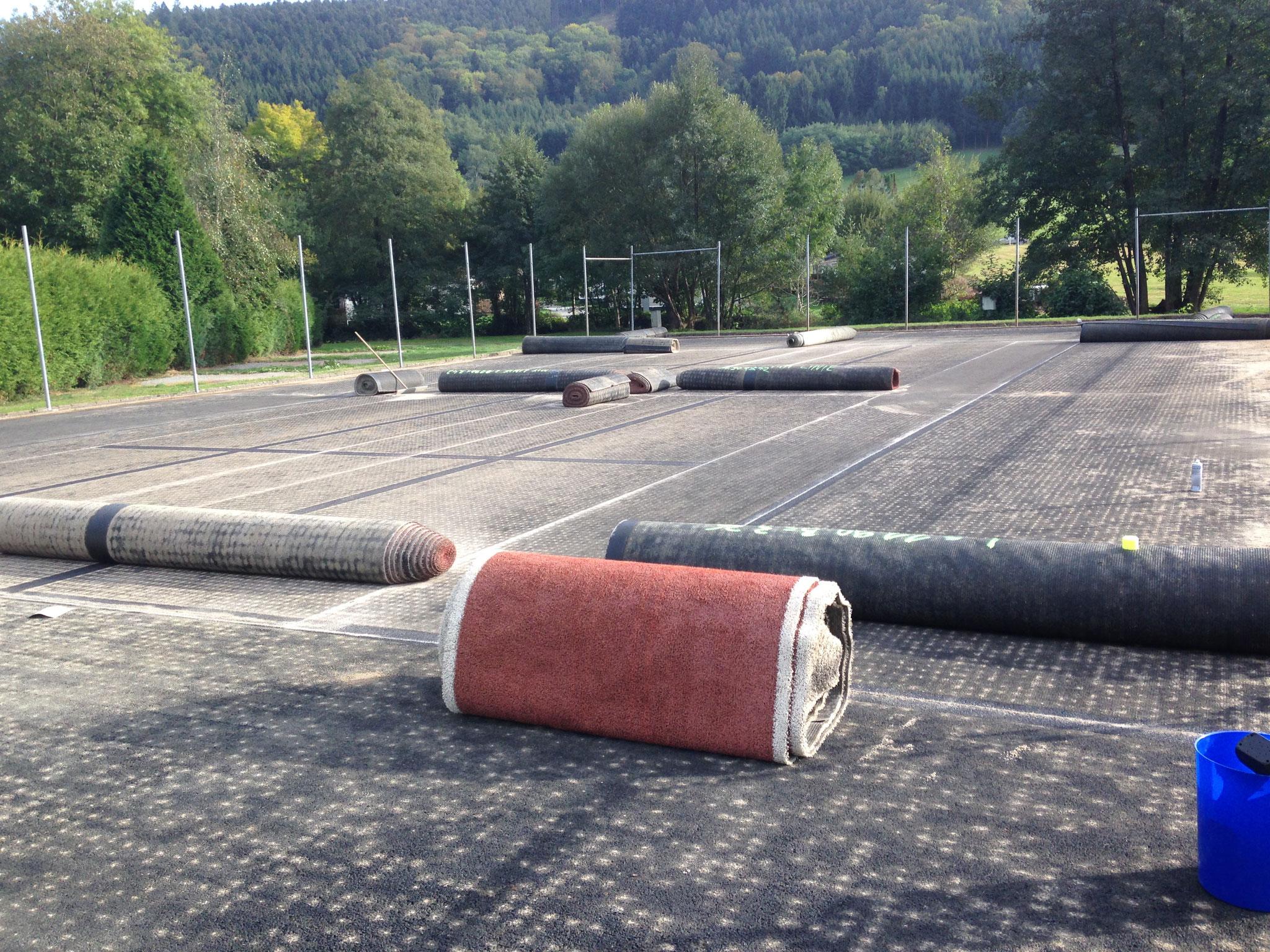 Abfahrtsbereit –  mit dem Kunstrasen wurde beim Sportplatz ein Kleinfeld angelegt