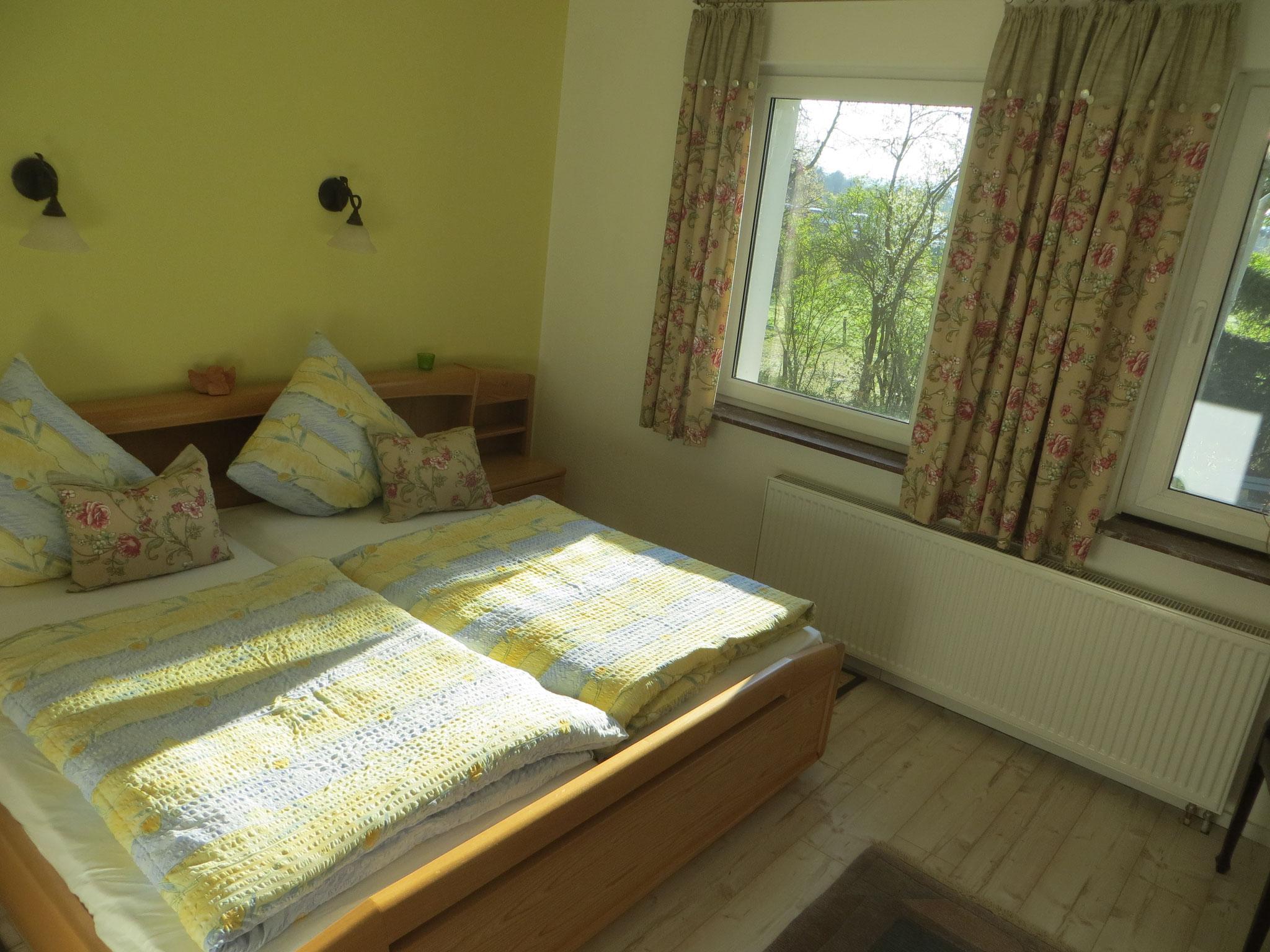 1. Schlafzimmer mit 2x2m Doppelbett
