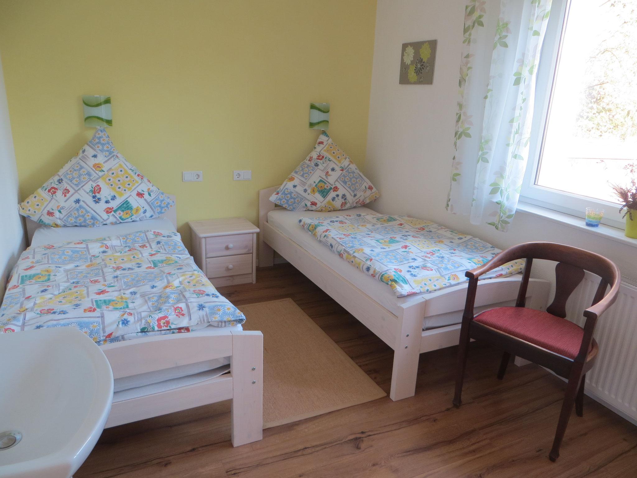 3. Schlafzimmer mit TV