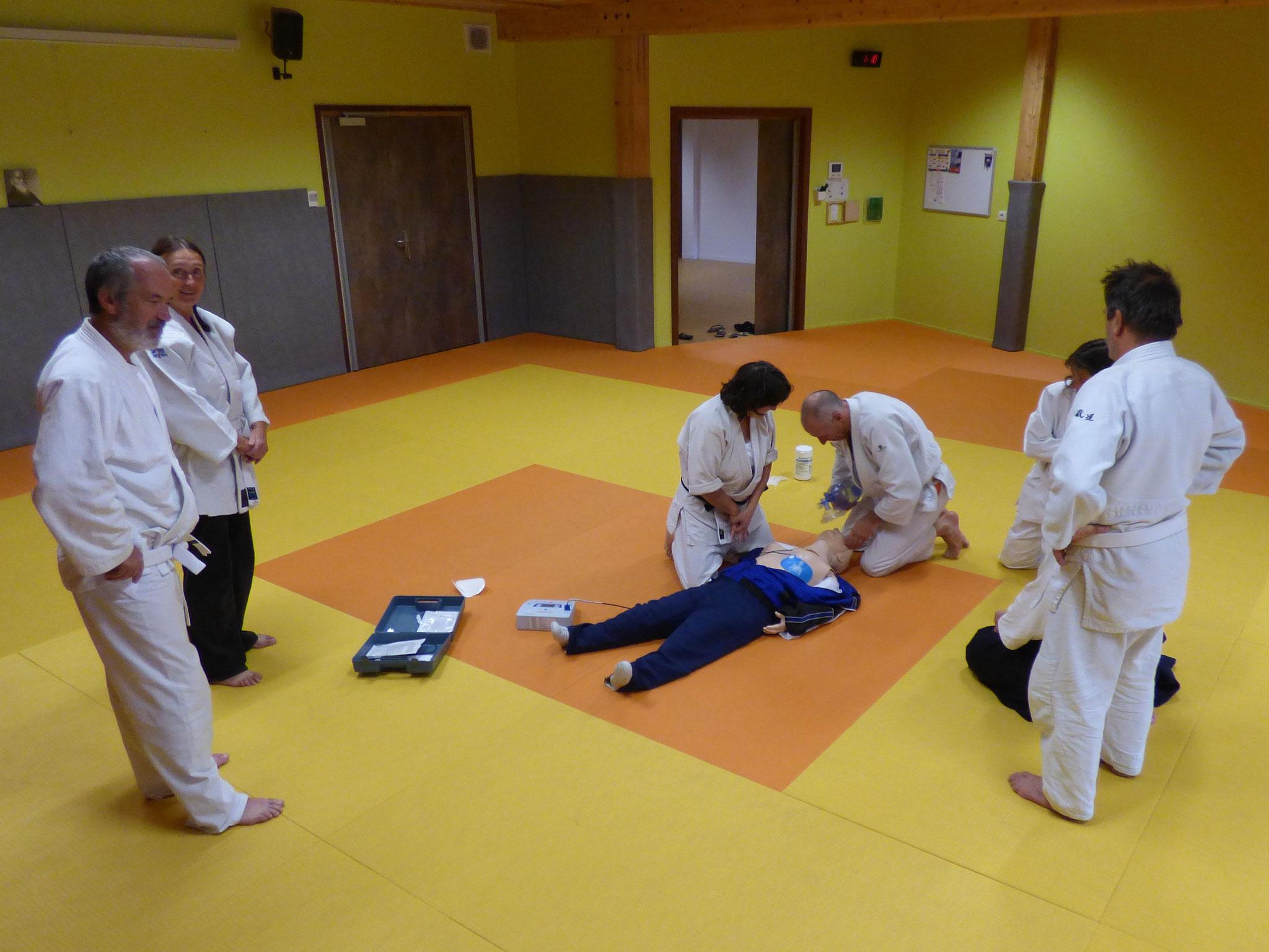 formation à l'utilisation du défribrillateur automatique octobre 2016
