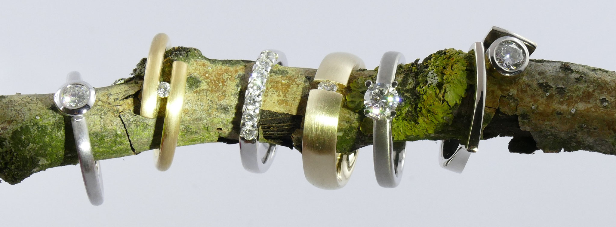 handgearbeitete Verlobungsringe aus Silber, Gelbgold,  Rosegold, Weißgold, Palladium und Platin mit Brillanten