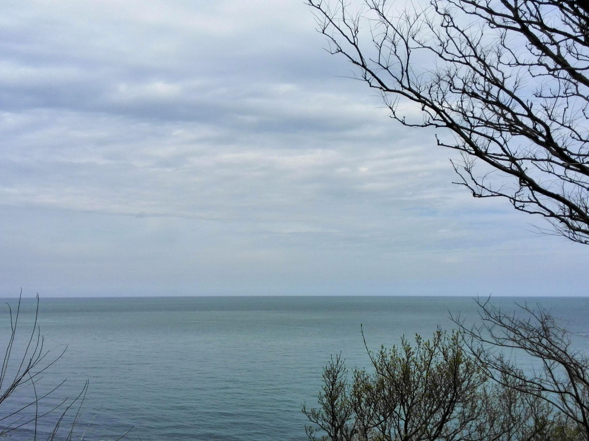 茶屋ヶ原から見た日本海。北回りの船の難所の一つされている。この日は凪いでいた。