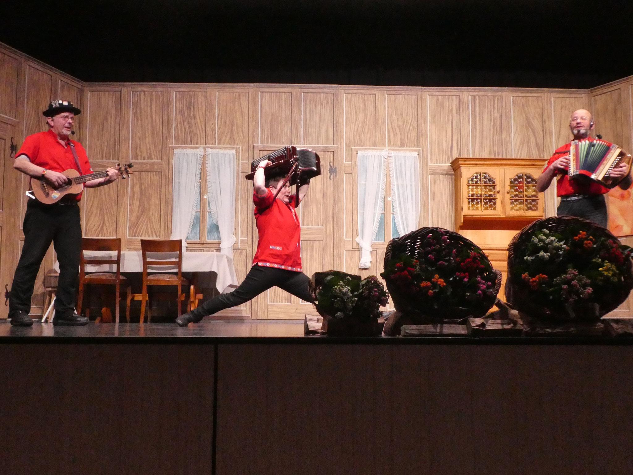Glarner Huusmusig in akrobatischer Manier