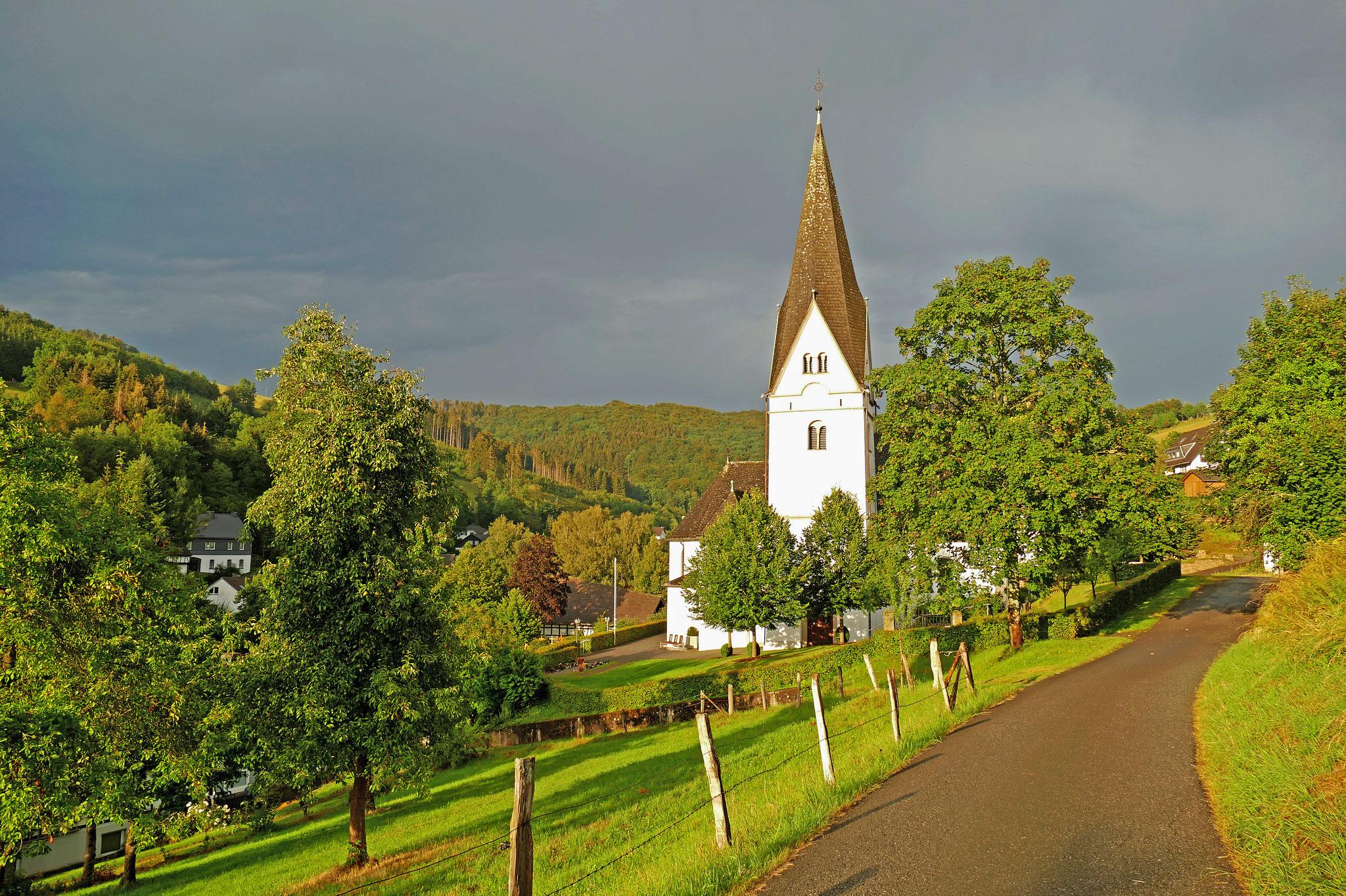 Meinolf Riekes - Kirche nach dem Regenschauer - August 2020