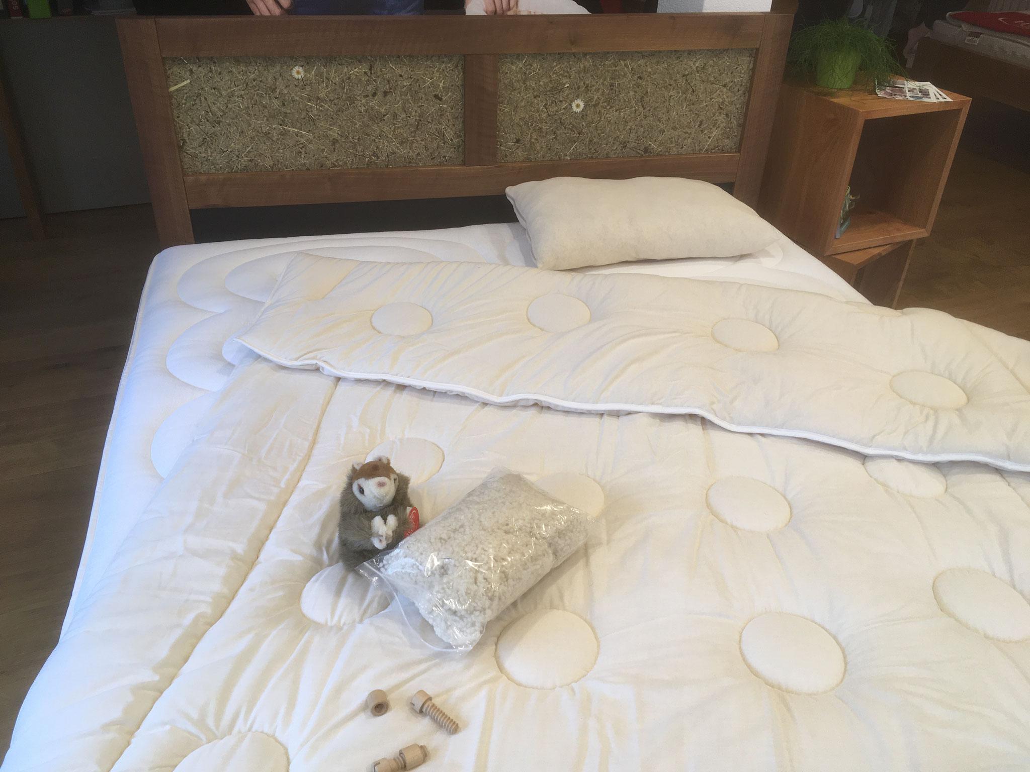 Nussbaum Bett mit echtem Heu, ohne Metall - natürlich