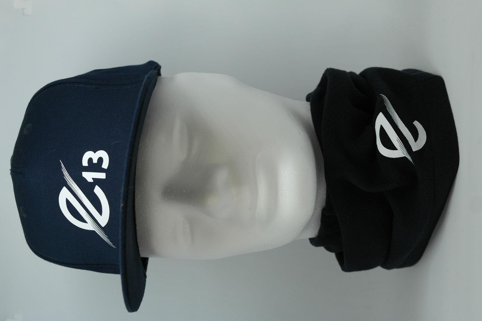 Cappys mit Vereinsname, Logo, Trikotnummer oder Initialen