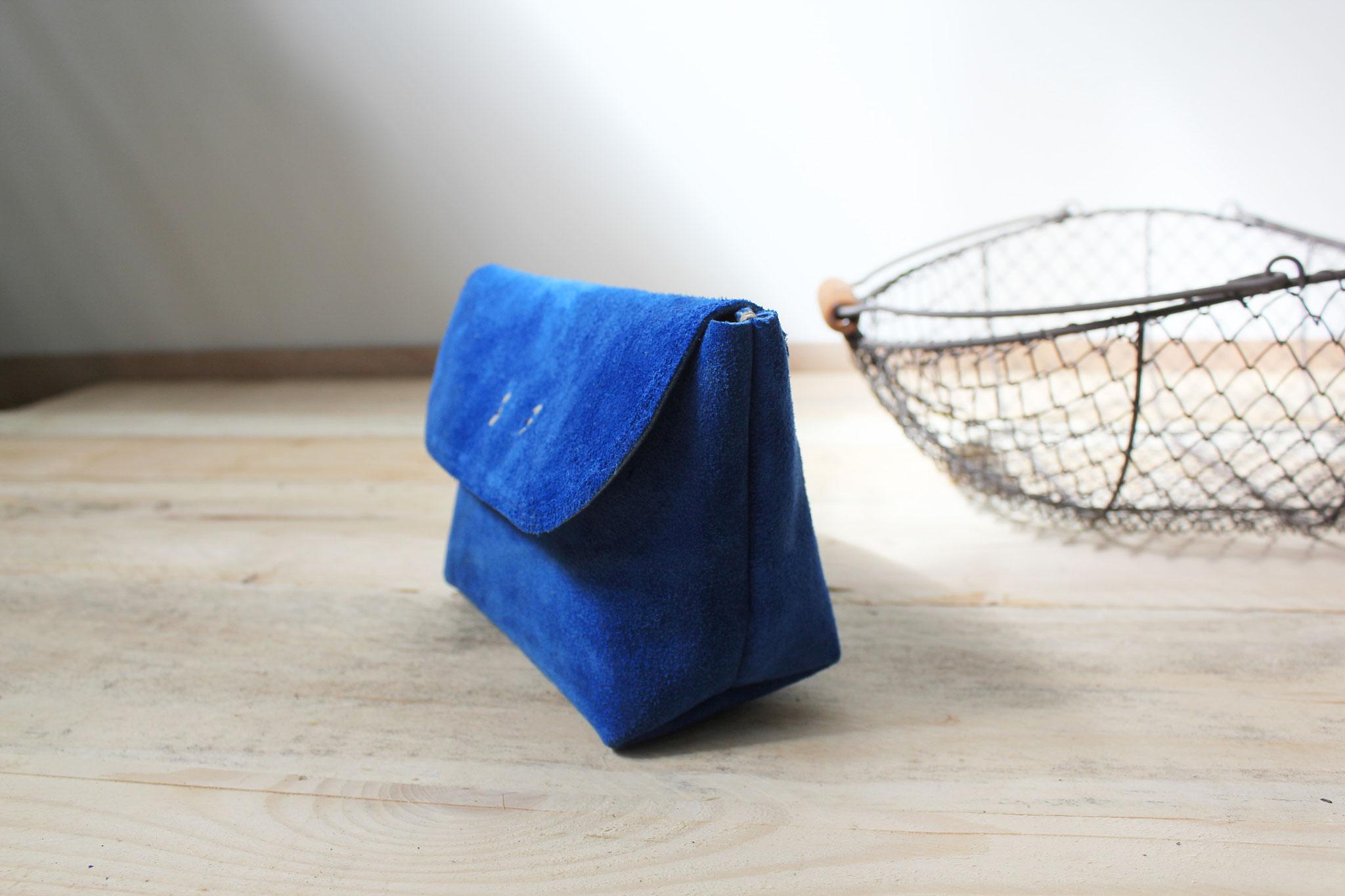 Trousse maquillage bleu franc