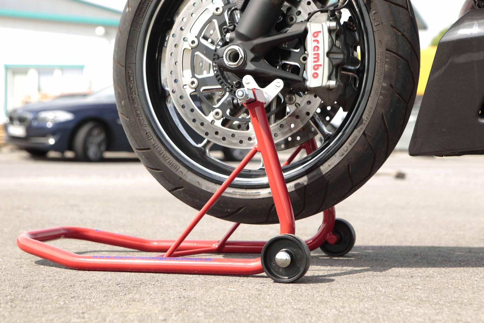move Frontständer mit Radial-Wippenaufnahmen am Motorrad