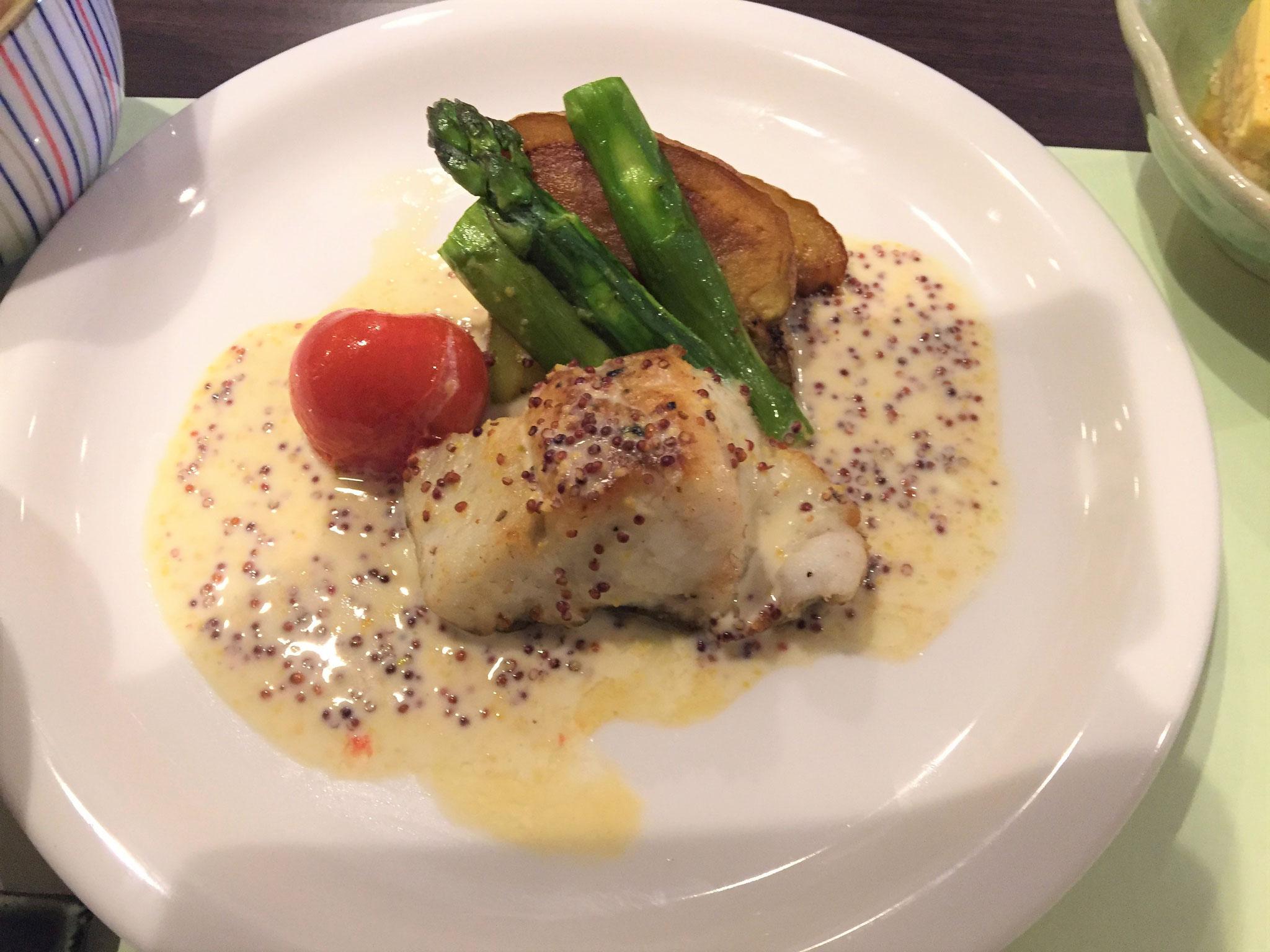 白身魚の粒マスタード入りクリームソース