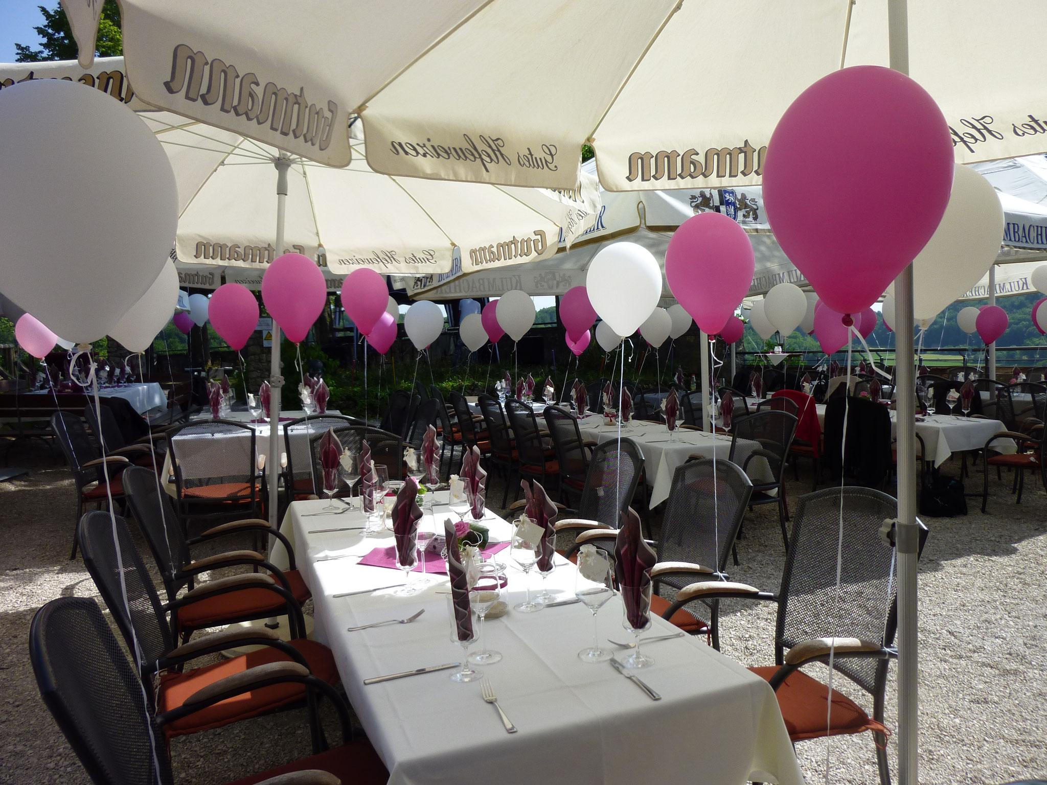 Restaurant Touché Burg Hartenstein Tischdekoration Hochzeit Garten