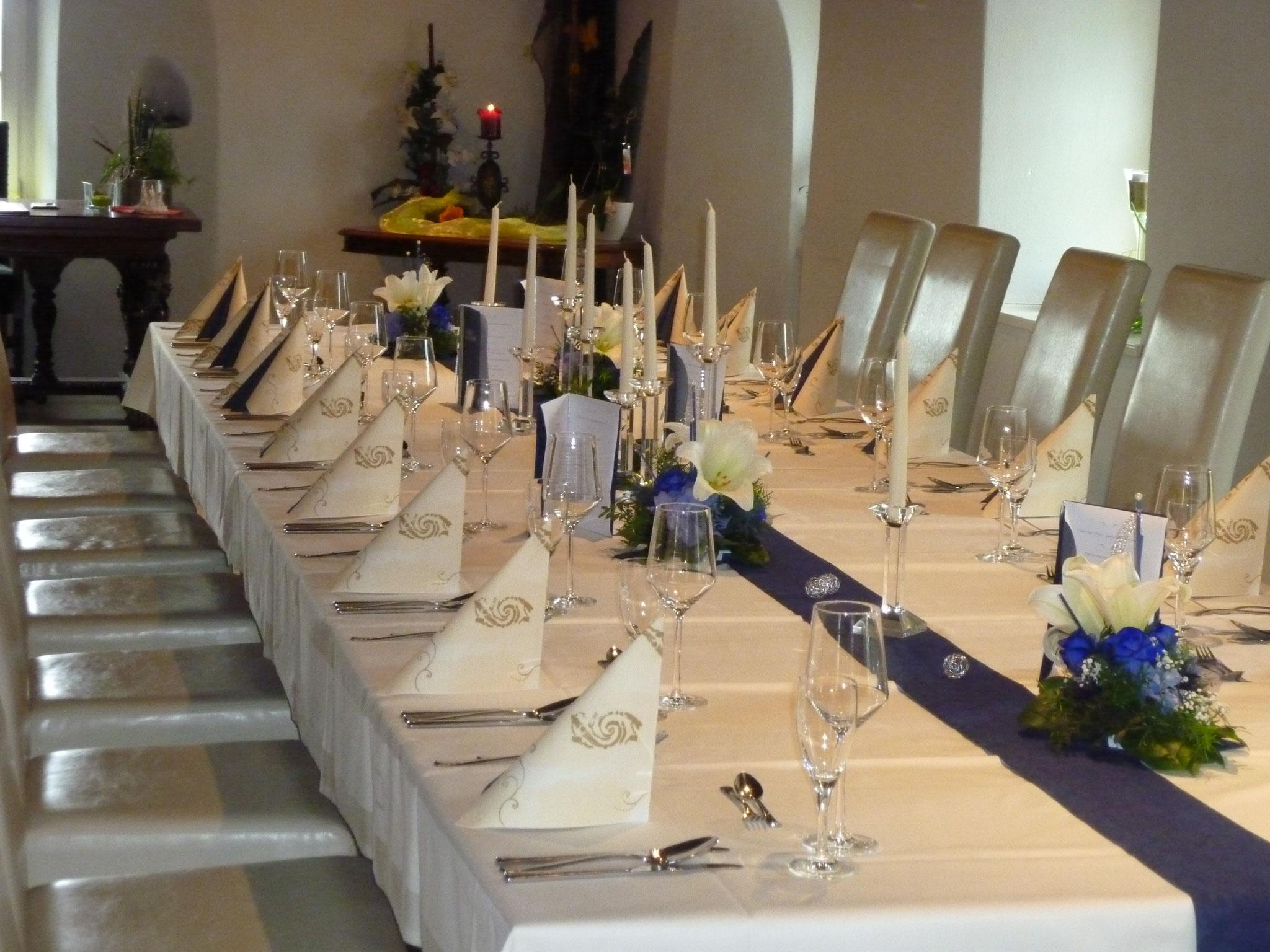 Restaurant Touché Burg Hartenstein Tischdekoration Hochzeitsgesellschaft