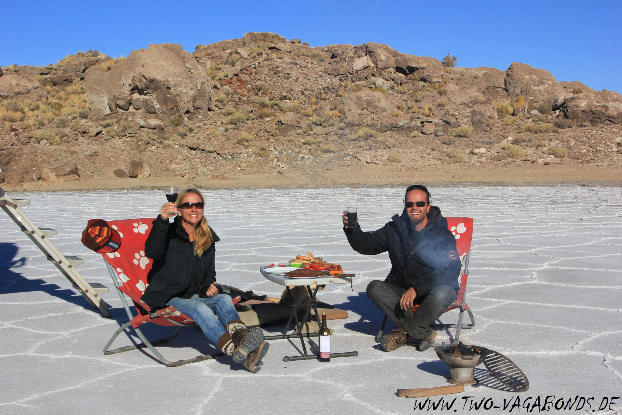 BOLIVIEN 2015 - SALAR DE UYUNI - GRILL SESSION AUF DEM SALAR