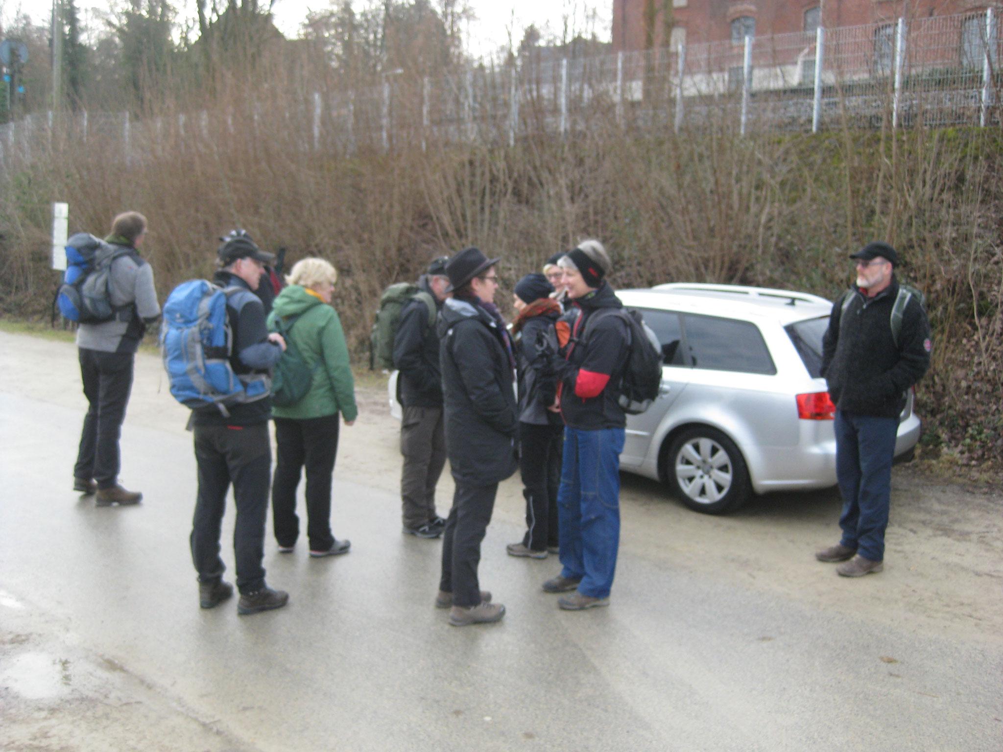 Wir trafen uns an der Weser und hatten zuerst Asphalt unter den Schuhen