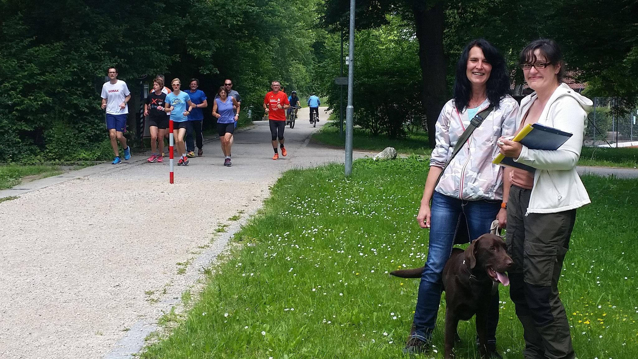 Was tun, wenn eine wild gewordene Meute Läufer auf dich zu rennt? ;-)