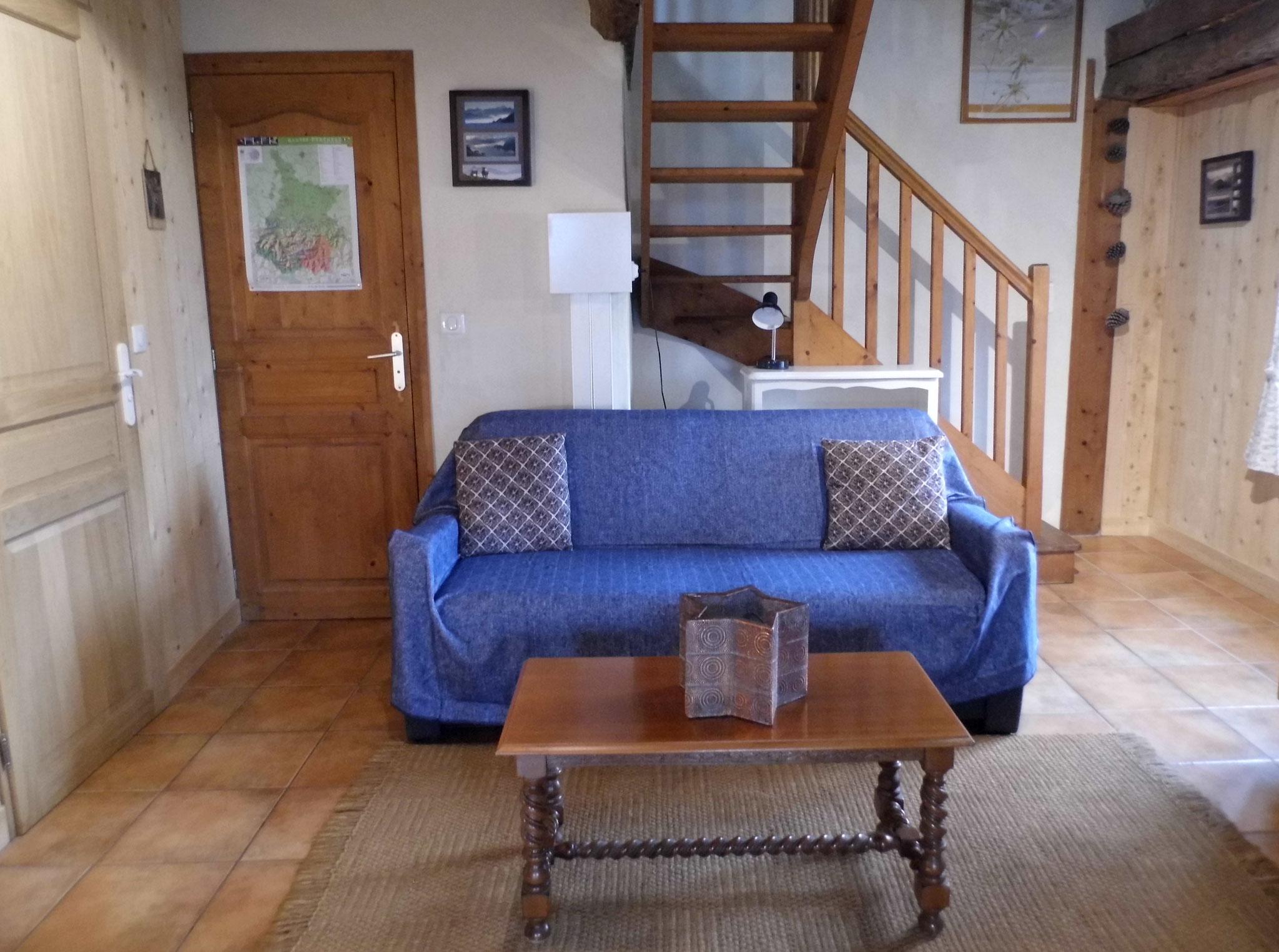 Le salon et son canapé-lit pour deux personnes