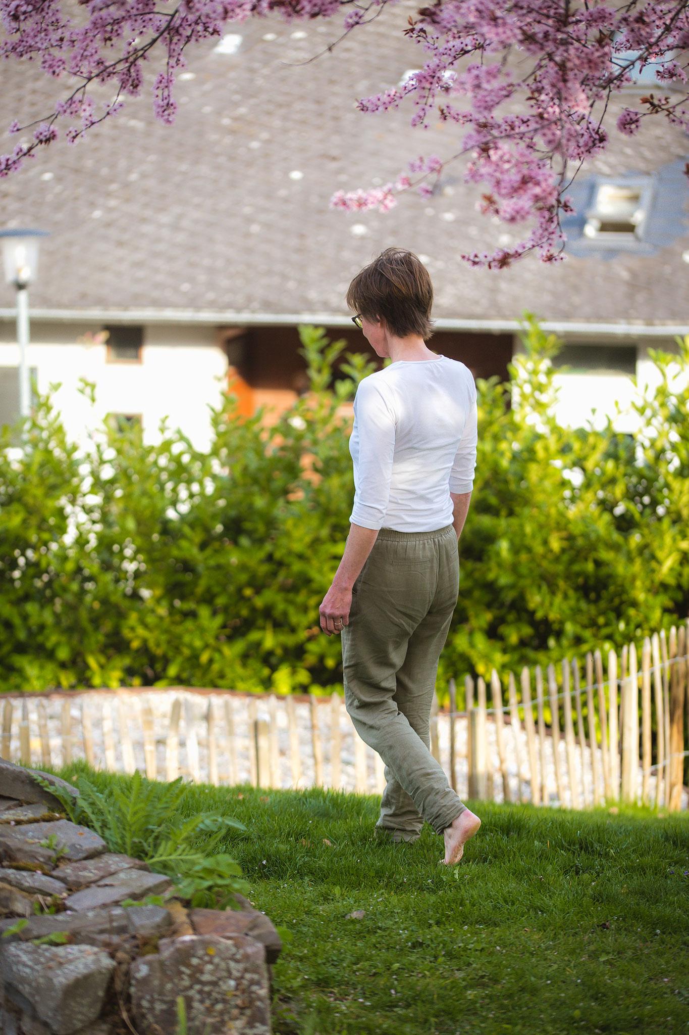 Gehmeditation im Garten von Klang & Natur in Boppard