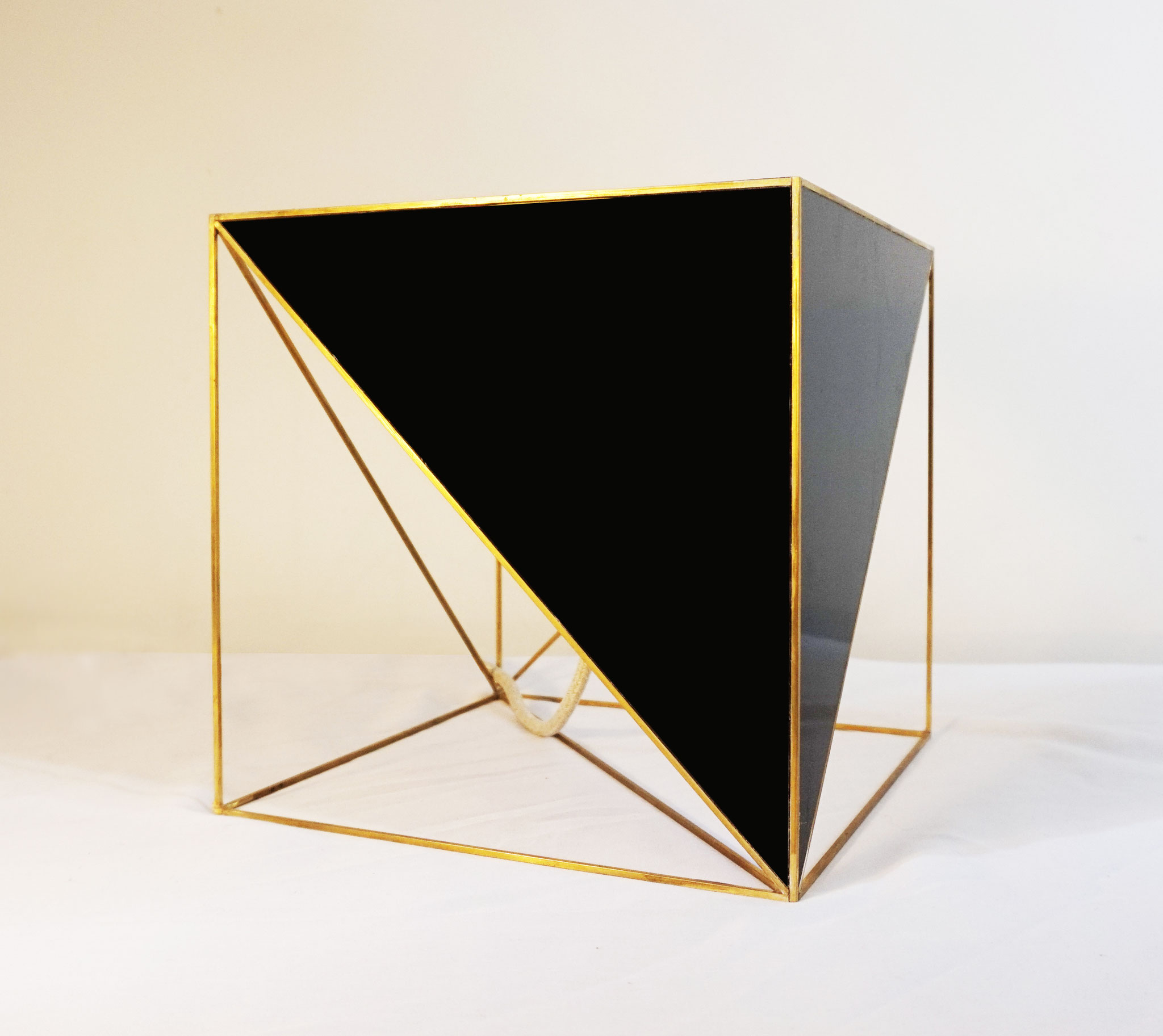 T.No.5 | 25 x 25 x 25 cm | brass, acrylic glass